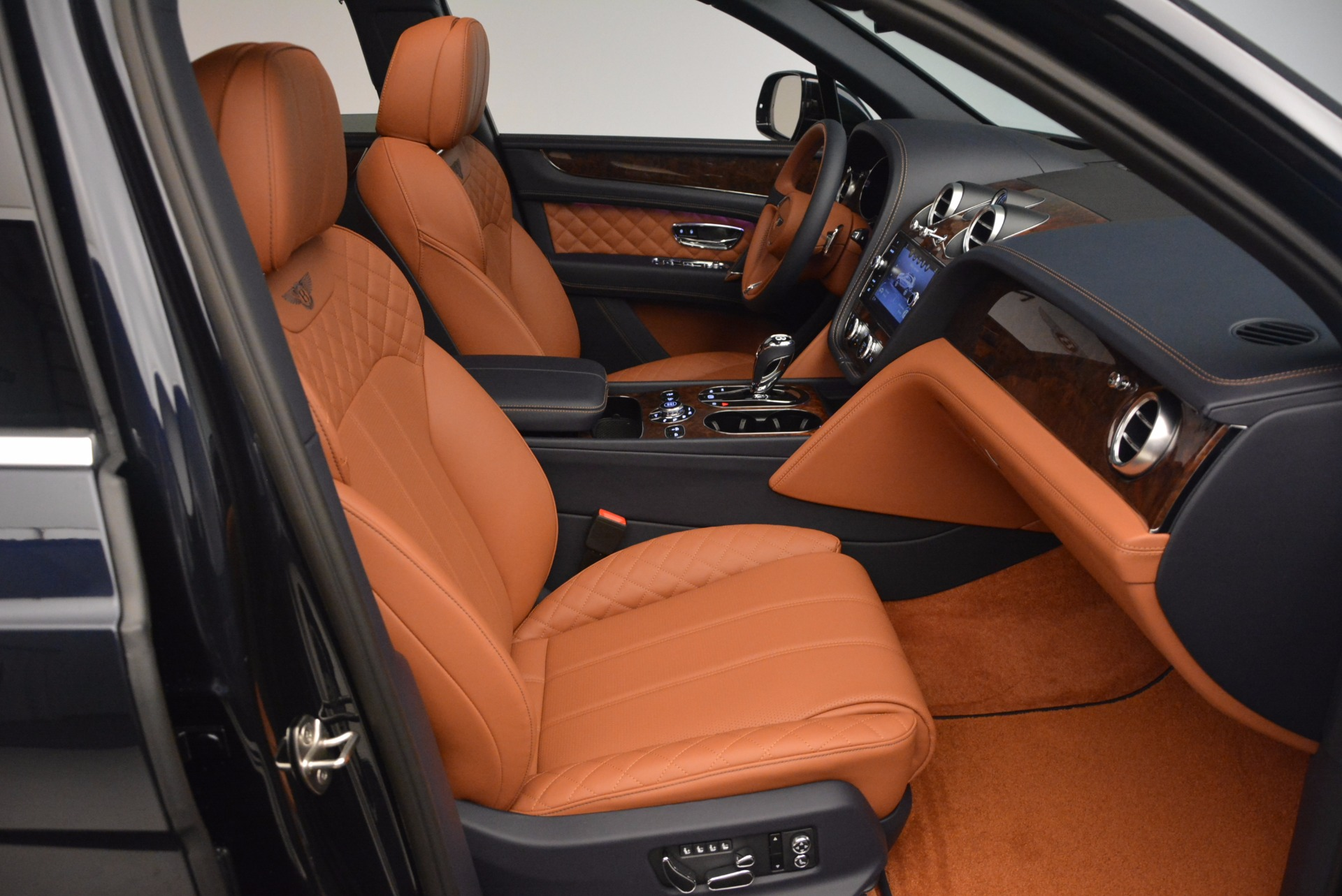 Used 2018 Bentley Bentayga W12 Signature For Sale In Greenwich, CT 1468_p42