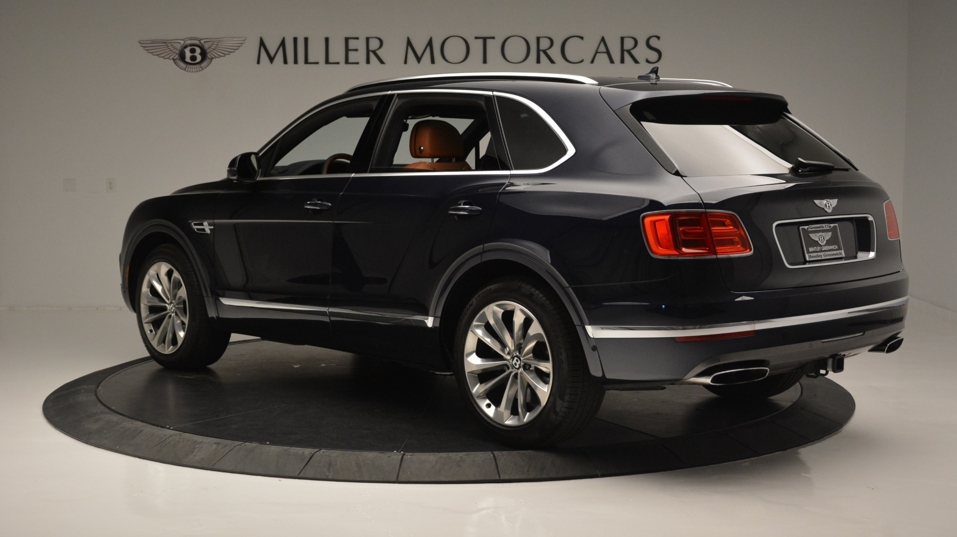Used 2018 Bentley Bentayga W12 Signature For Sale In Greenwich, CT 1468_p4