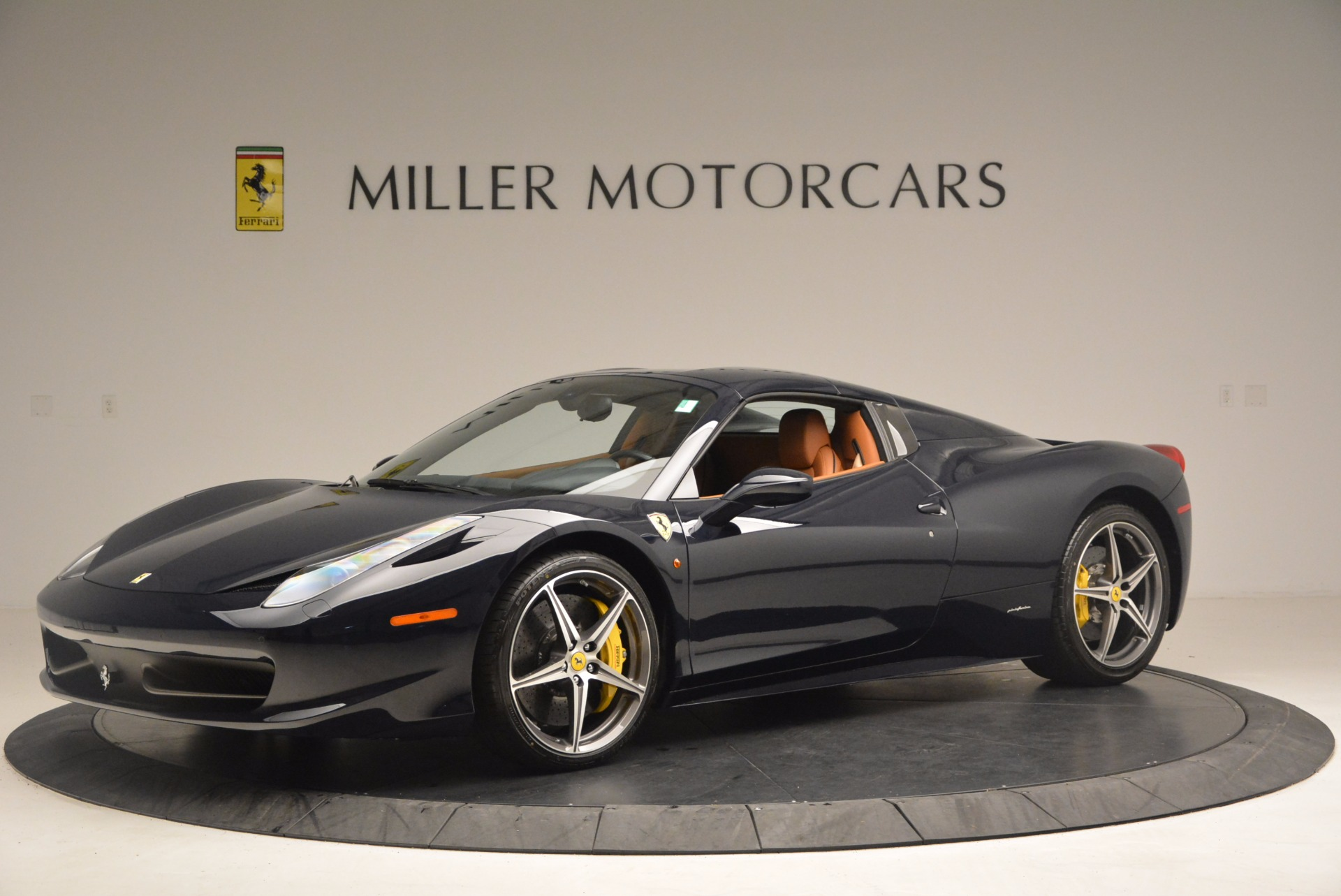 Used 2015 Ferrari 458 Spider  For Sale In Greenwich, CT 1477_p12