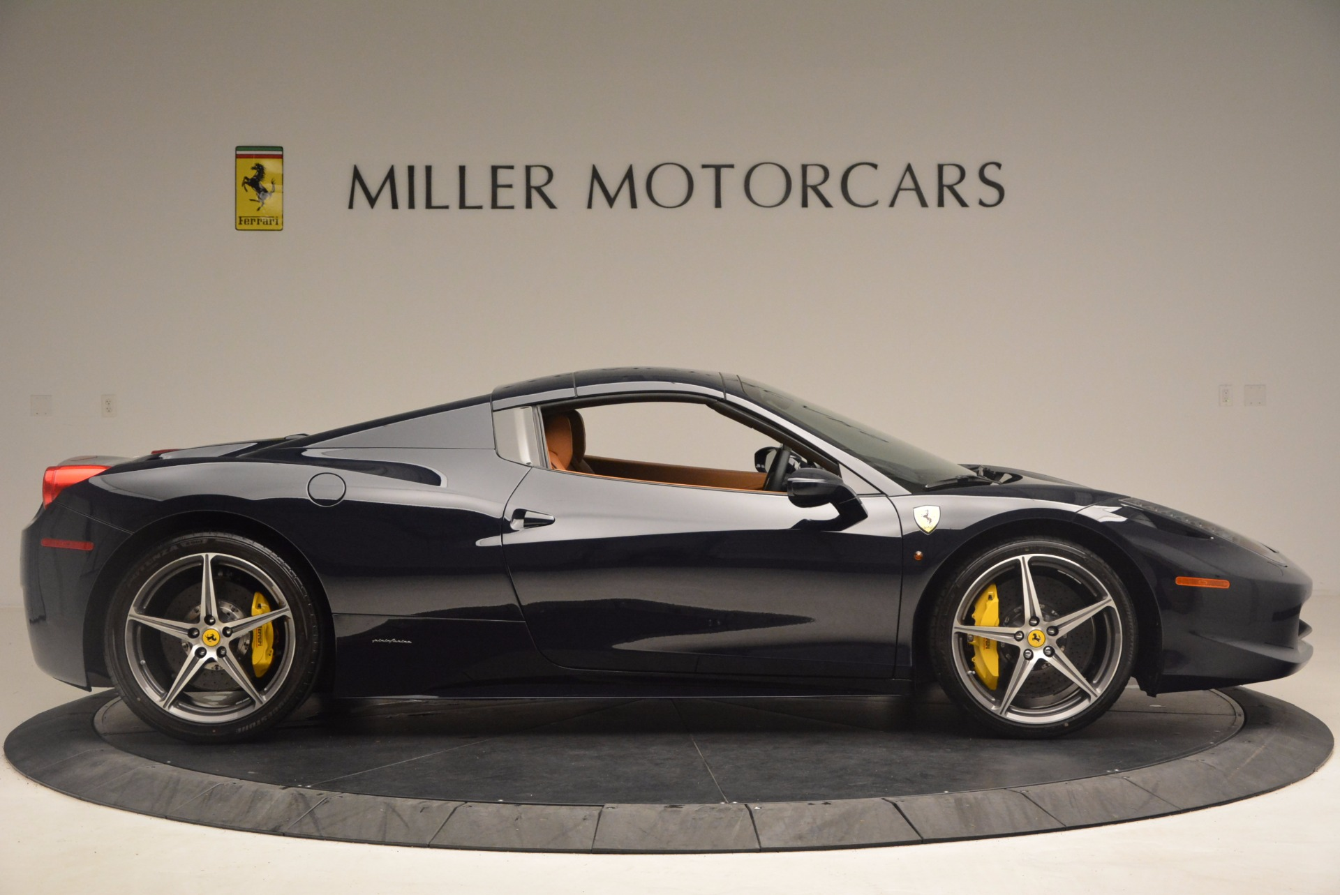 Used 2015 Ferrari 458 Spider  For Sale In Greenwich, CT 1477_p19