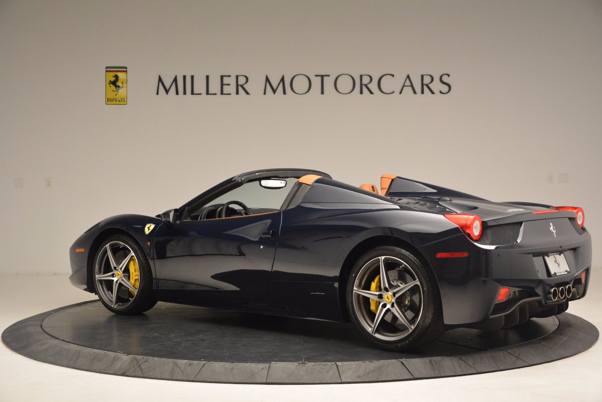 Used 2015 Ferrari 458 Spider  For Sale In Greenwich, CT 1477_p4