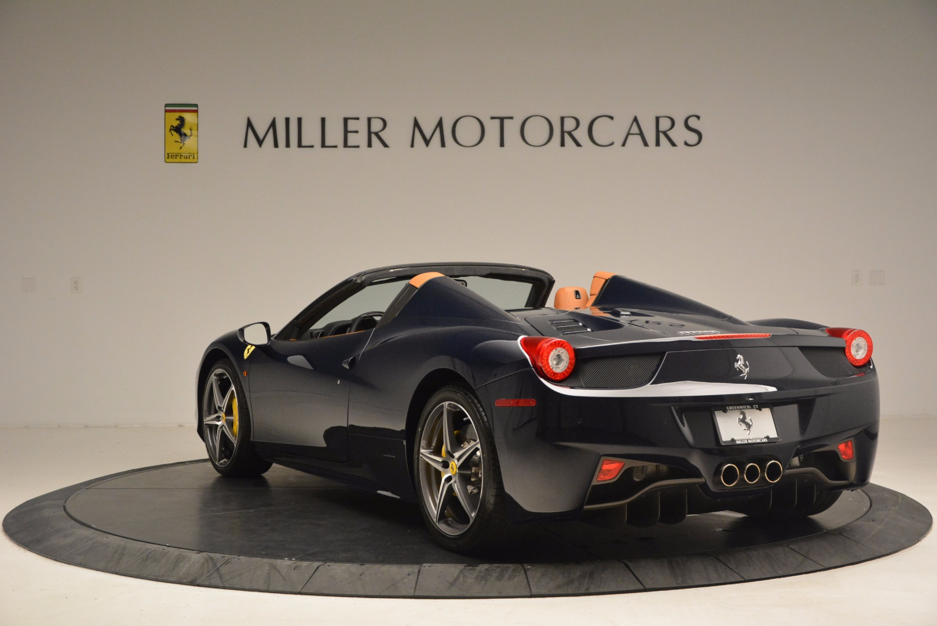 Used 2015 Ferrari 458 Spider  For Sale In Greenwich, CT 1477_p5