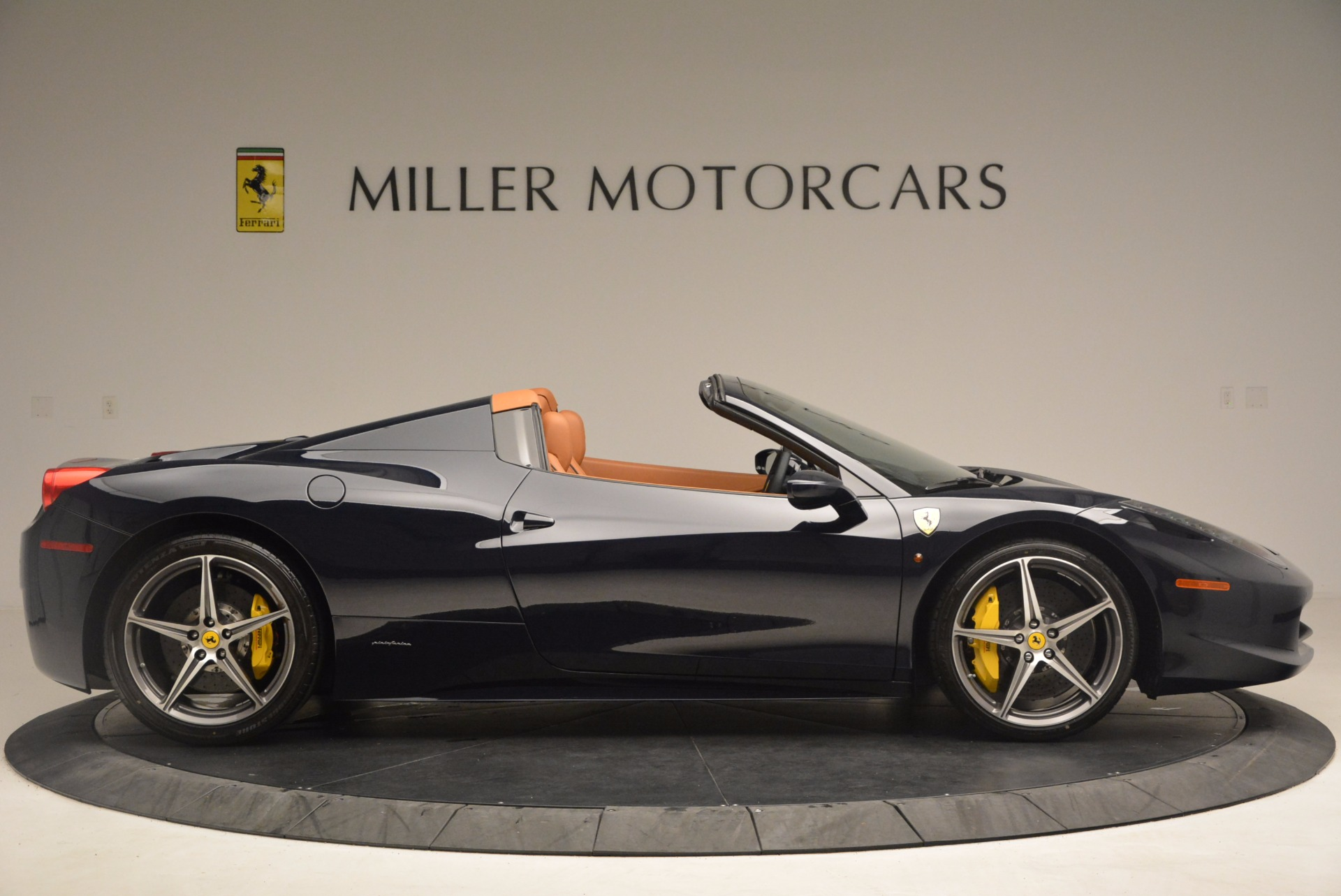 Used 2015 Ferrari 458 Spider  For Sale In Greenwich, CT 1477_p9