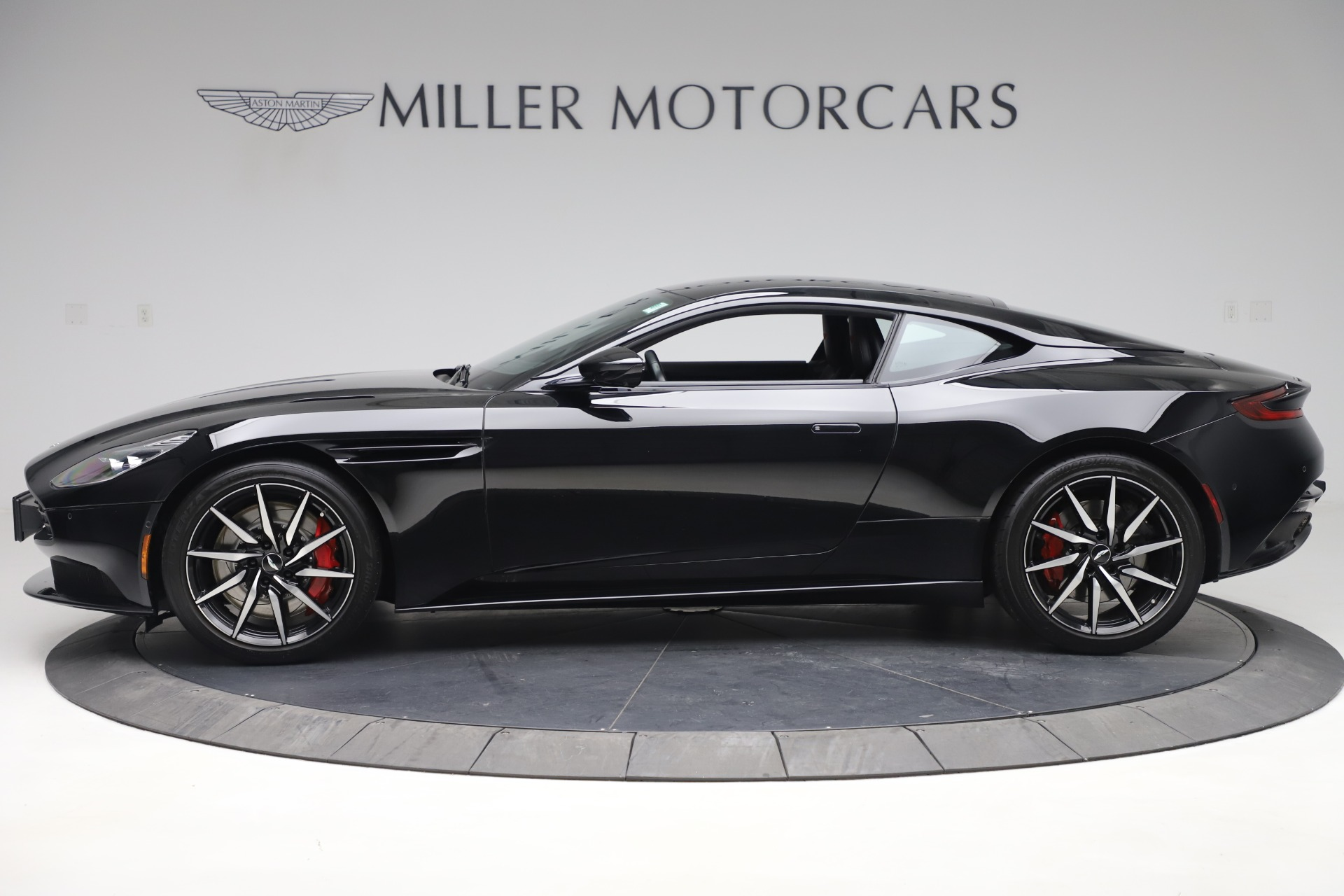 New 2017 Aston Martin DB11  For Sale In Greenwich, CT 1503_p3