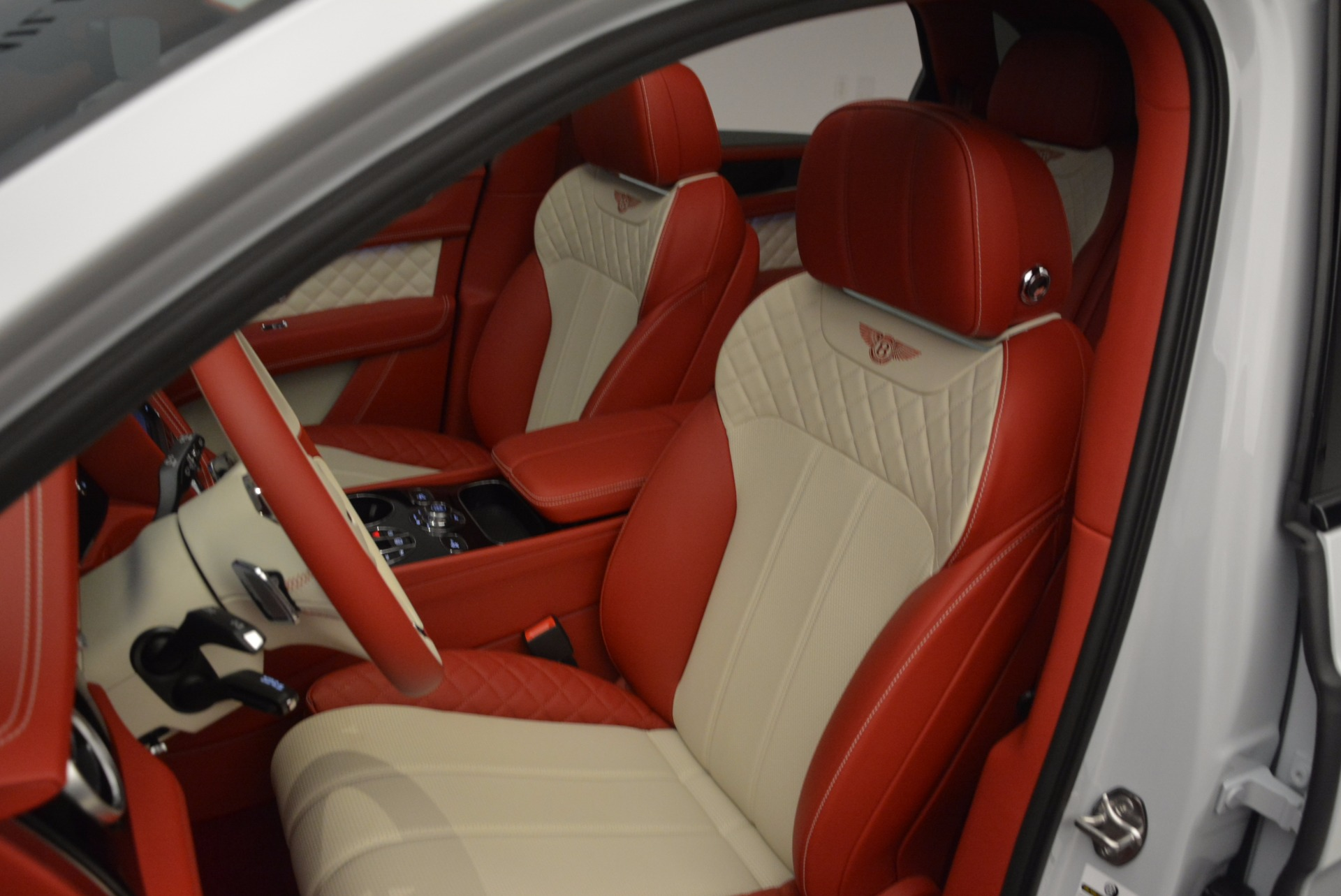 New 2018 Bentley Bentayga Black Edition For Sale In Greenwich, CT 1542_p20