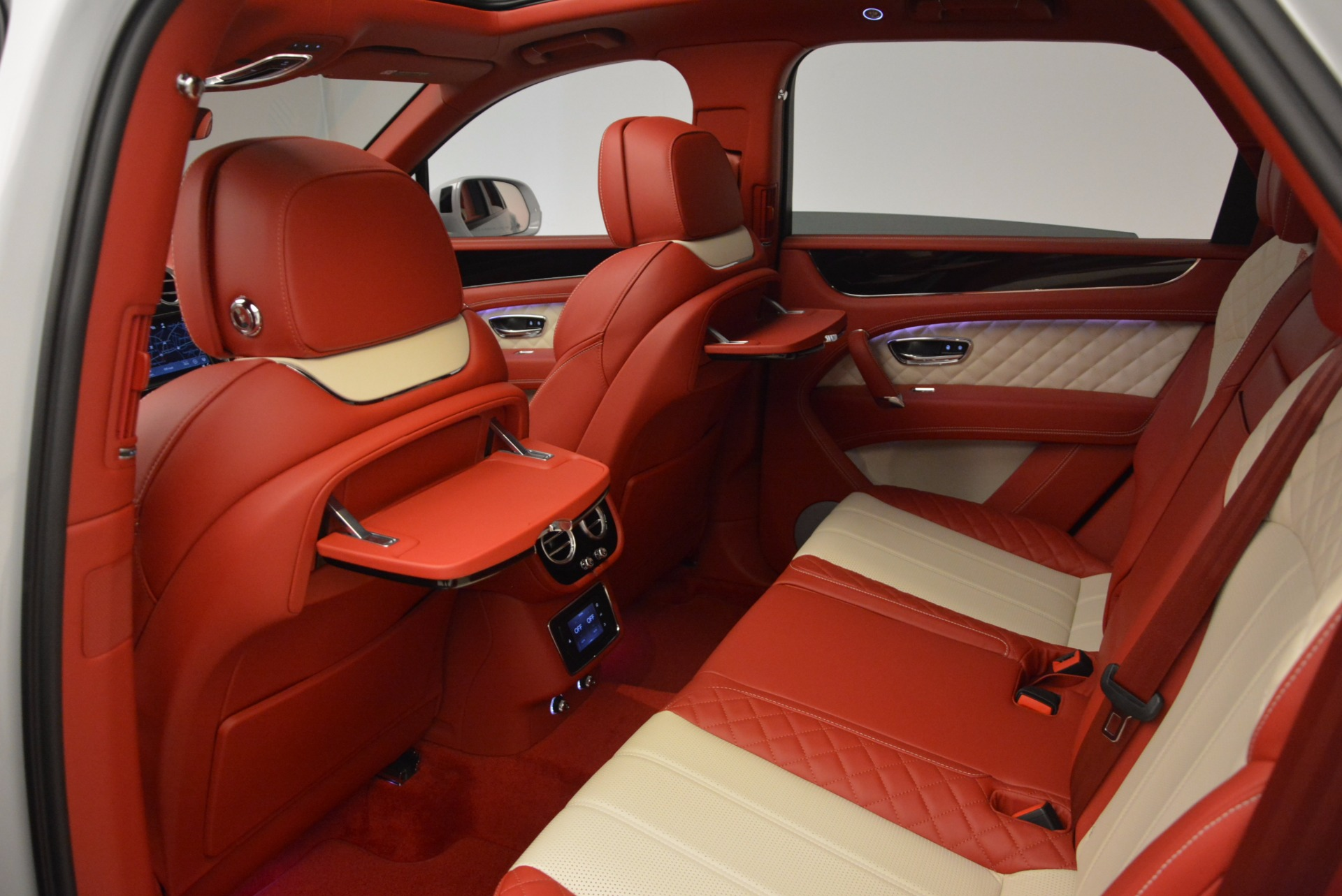 New 2018 Bentley Bentayga Black Edition For Sale In Greenwich, CT 1542_p23