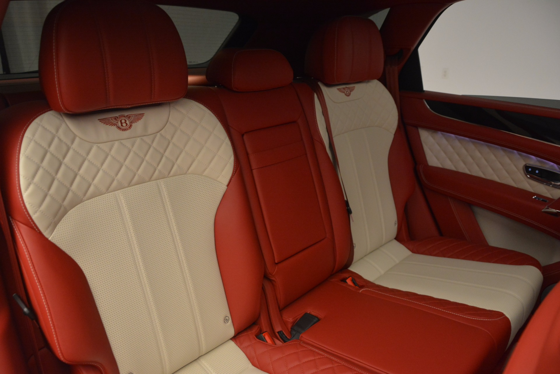 New 2018 Bentley Bentayga Black Edition For Sale In Greenwich, CT 1542_p27