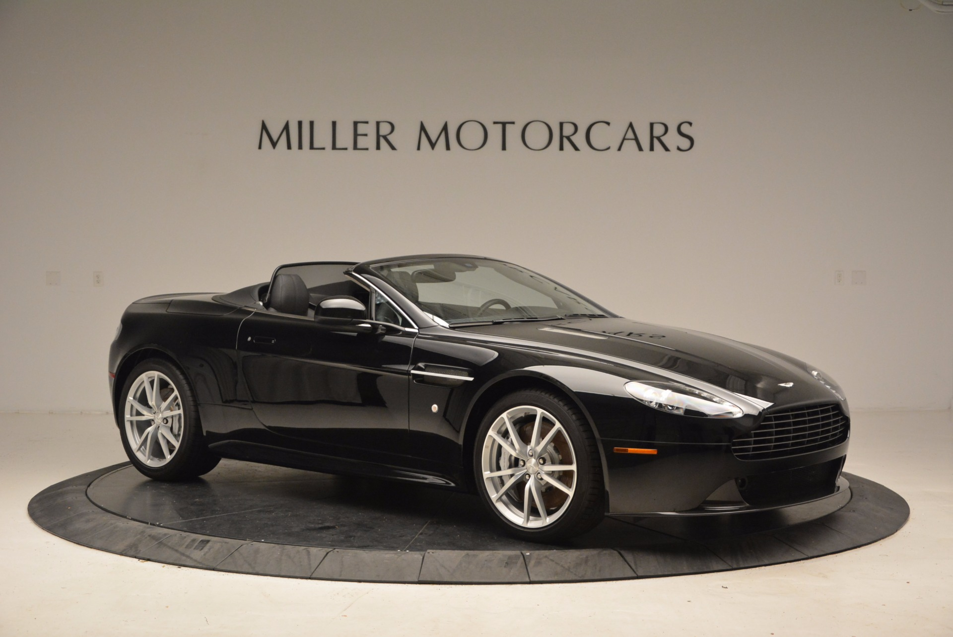 New 2016 Aston Martin V8 Vantage Roadster For Sale In Greenwich, CT 1546_p10