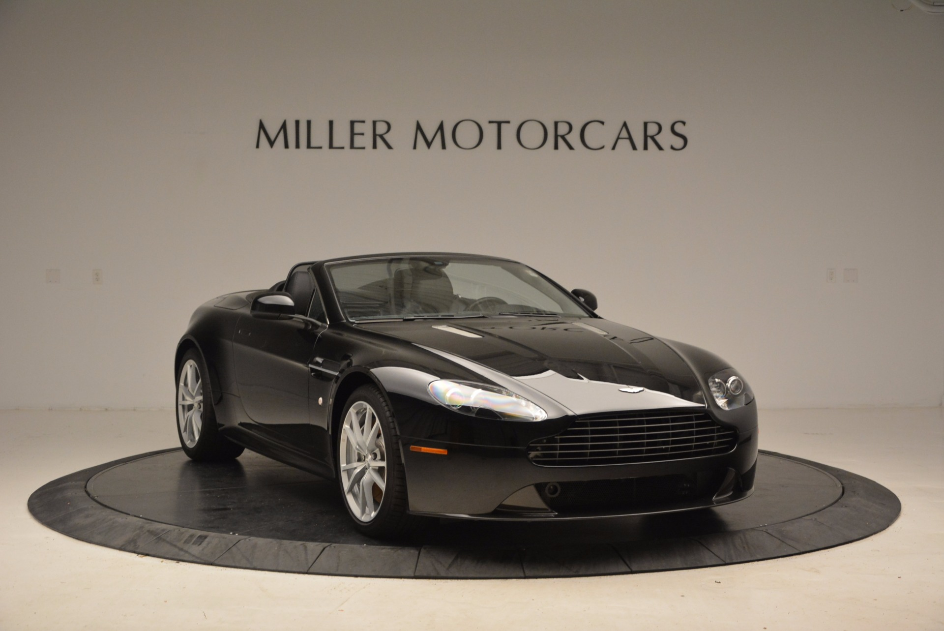 New 2016 Aston Martin V8 Vantage Roadster For Sale In Greenwich, CT 1546_p11