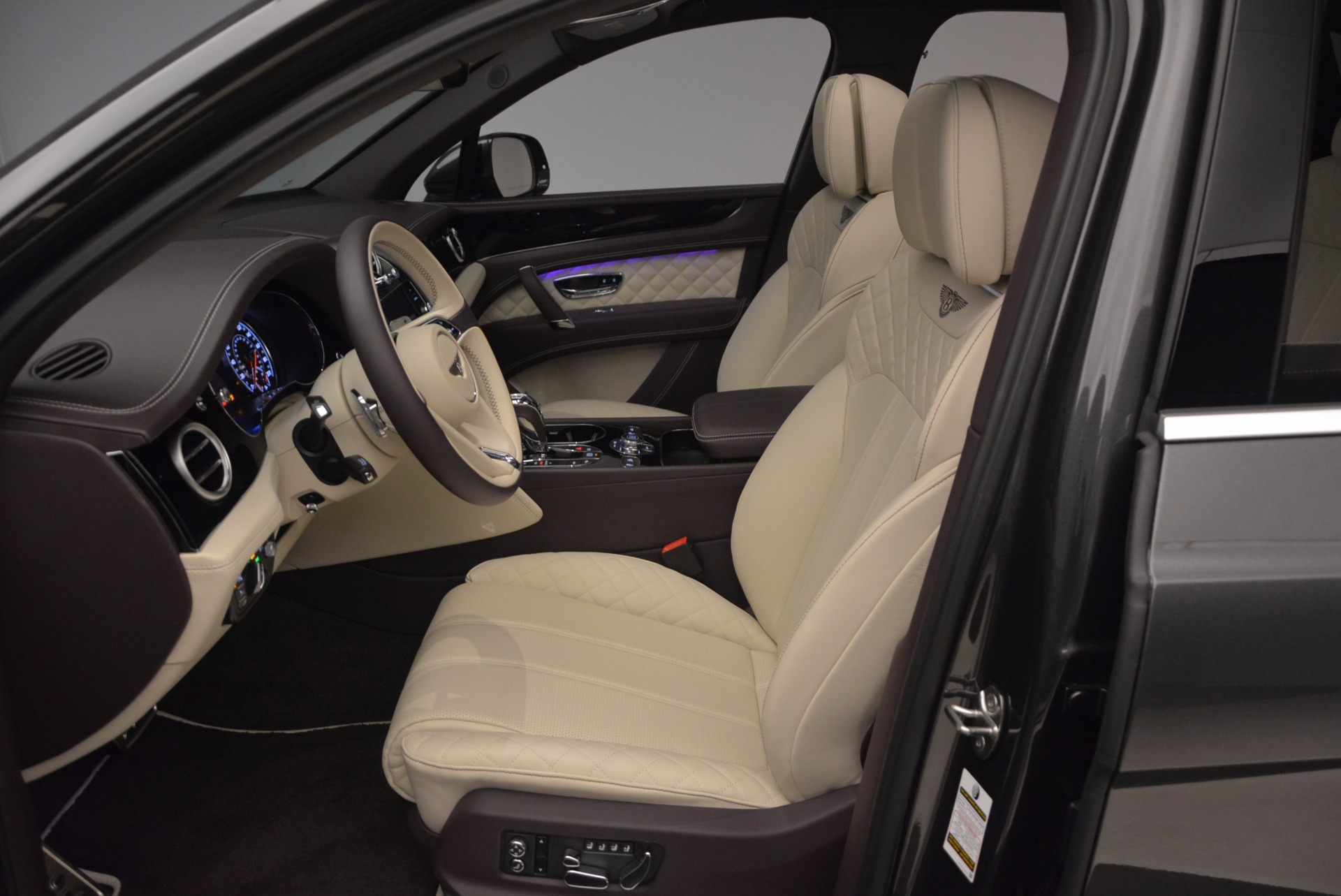 New 2018 Bentley Bentayga Signature For Sale In Greenwich, CT 1547_p26