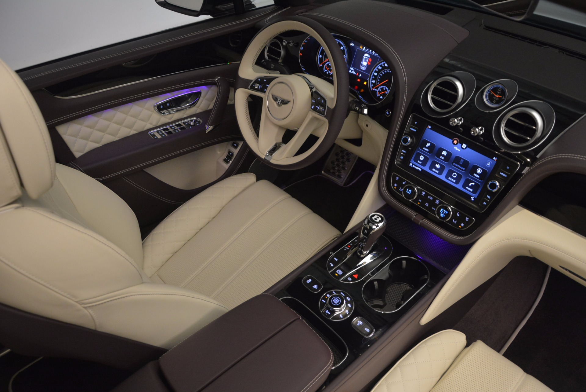 New 2018 Bentley Bentayga Signature For Sale In Greenwich, CT 1547_p46