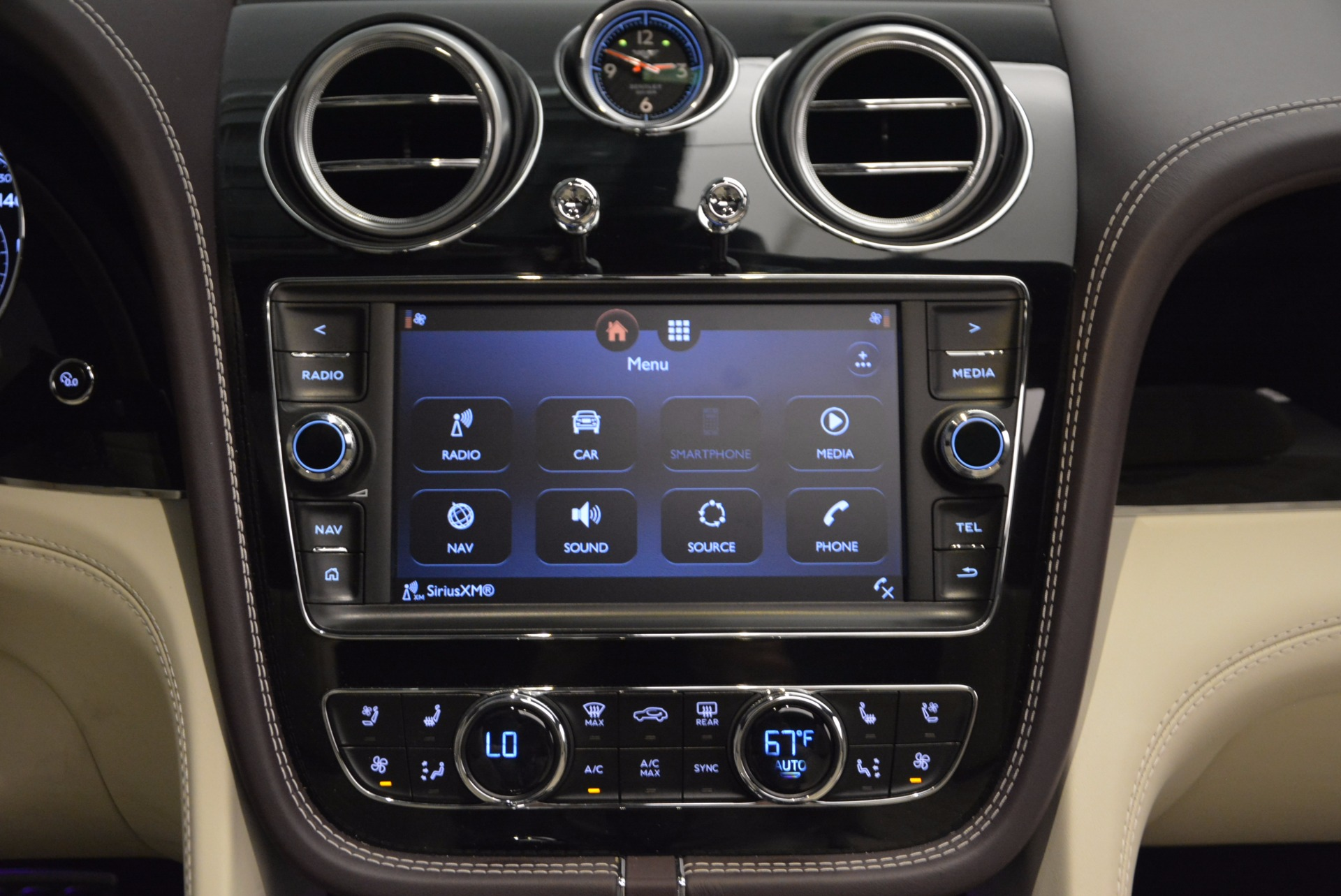 New 2018 Bentley Bentayga Signature For Sale In Greenwich, CT 1547_p48