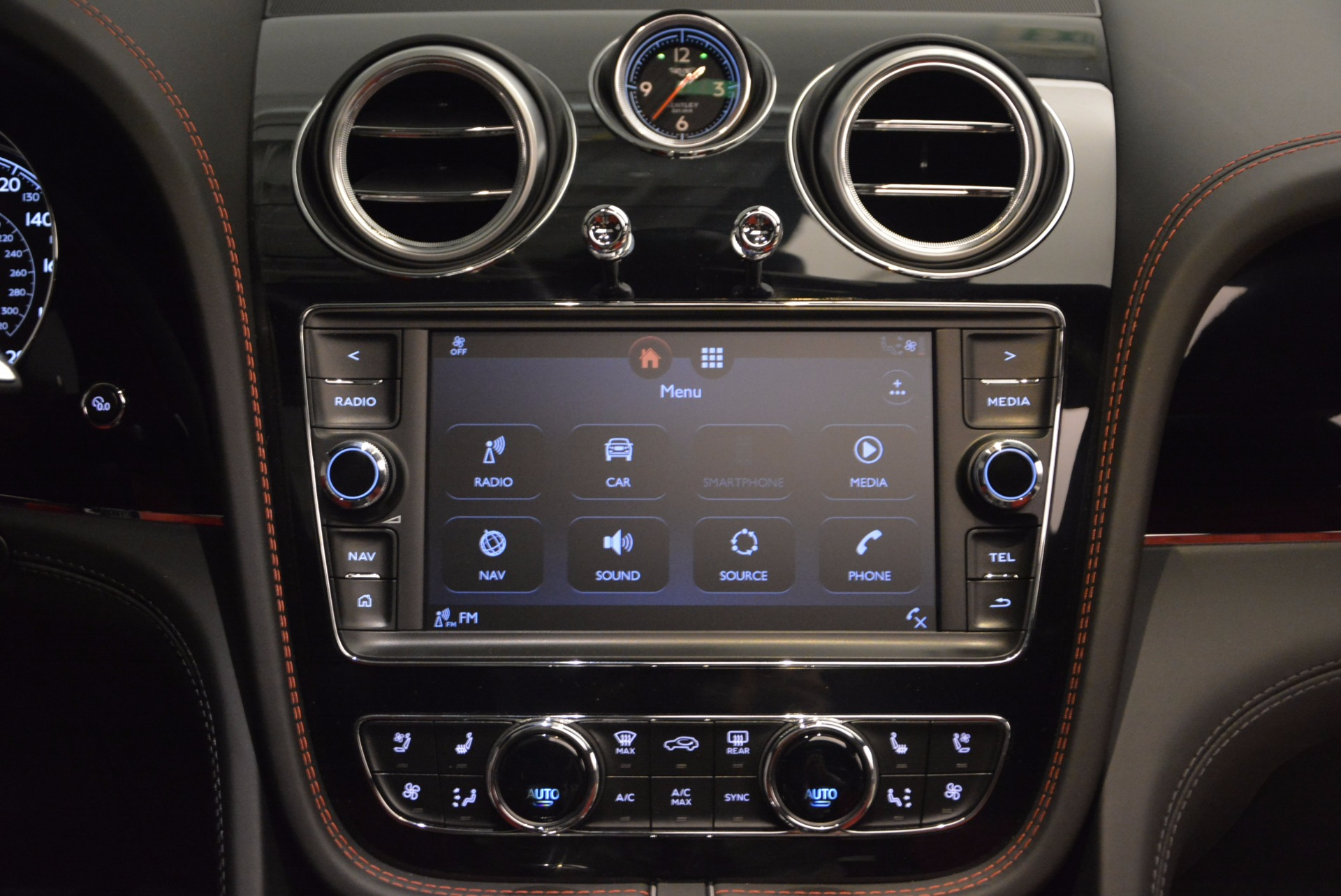New 2018 Bentley Bentayga Onyx For Sale In Greenwich, CT 1548_p28