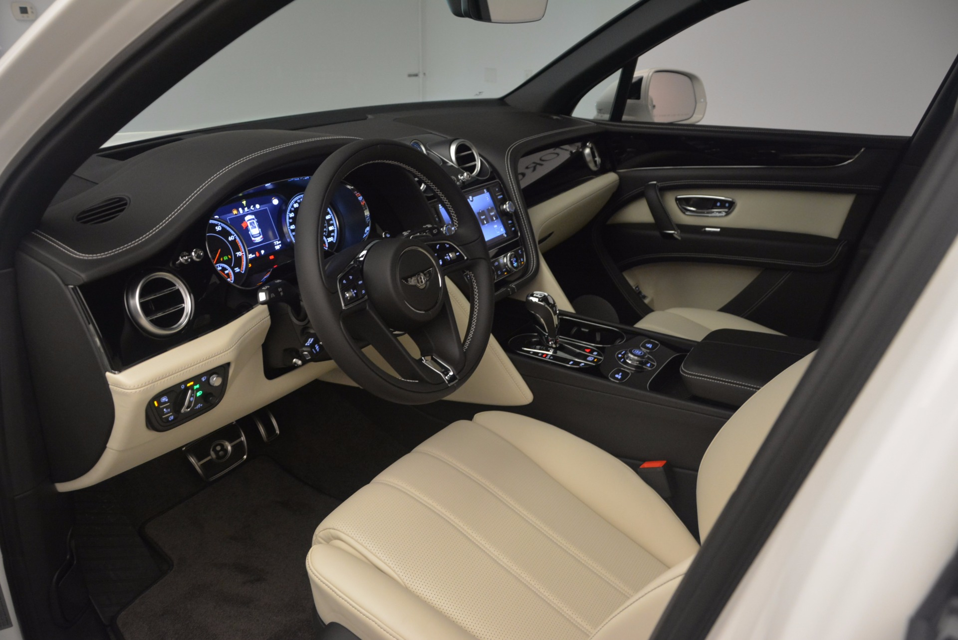 Used 2018 Bentley Bentayga Onyx For Sale In Greenwich, CT 1549_p16