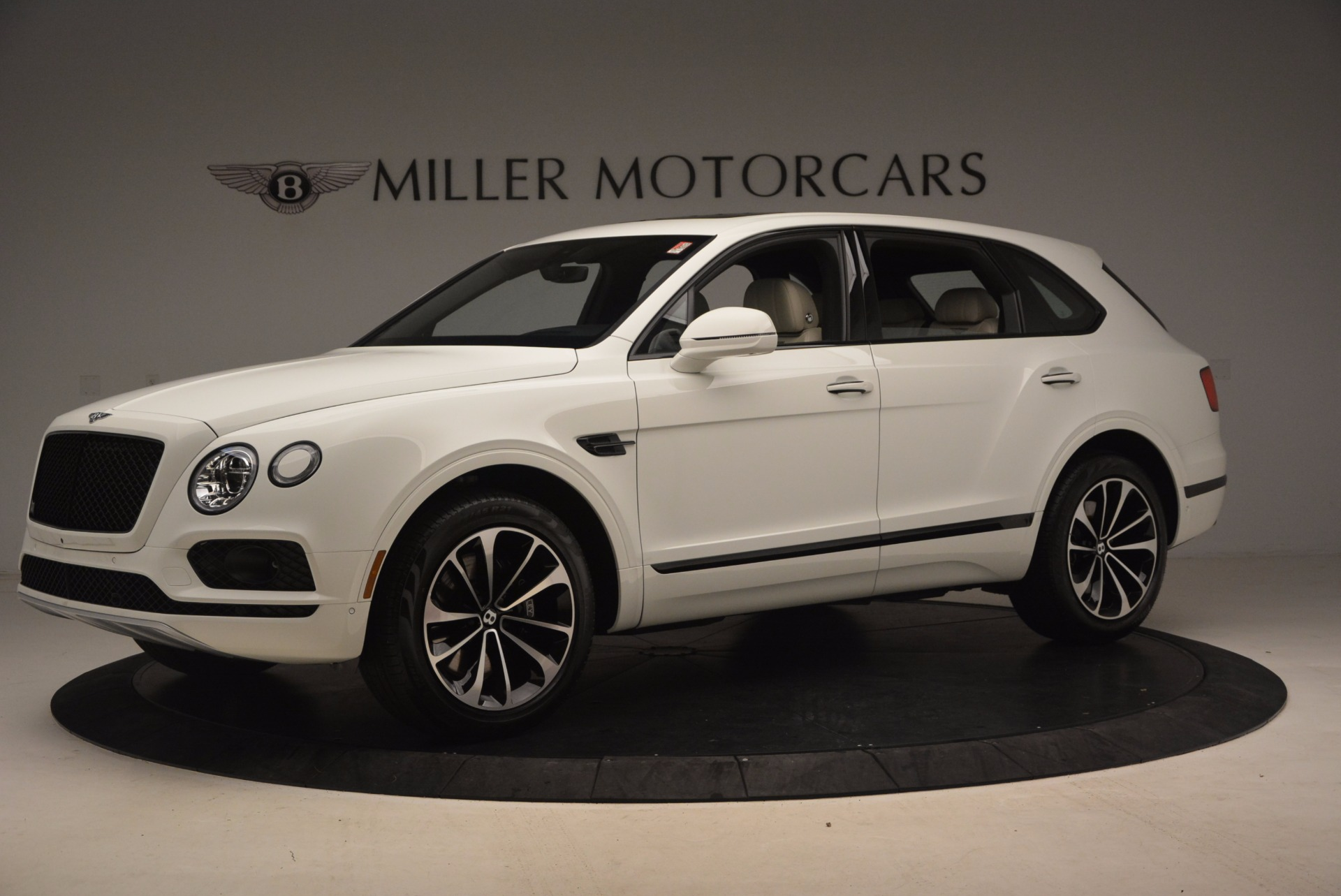 Used 2018 Bentley Bentayga Onyx For Sale In Greenwich, CT 1549_p2