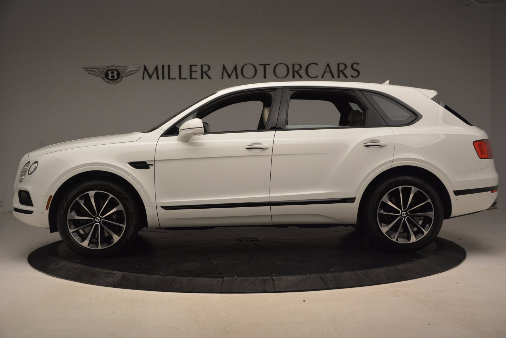 Used 2018 Bentley Bentayga Onyx For Sale In Greenwich, CT 1549_p3