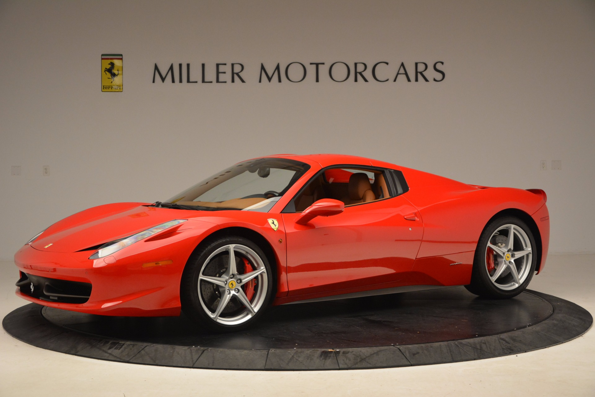 Used 2012 Ferrari 458 Spider  For Sale In Greenwich, CT 1581_p14