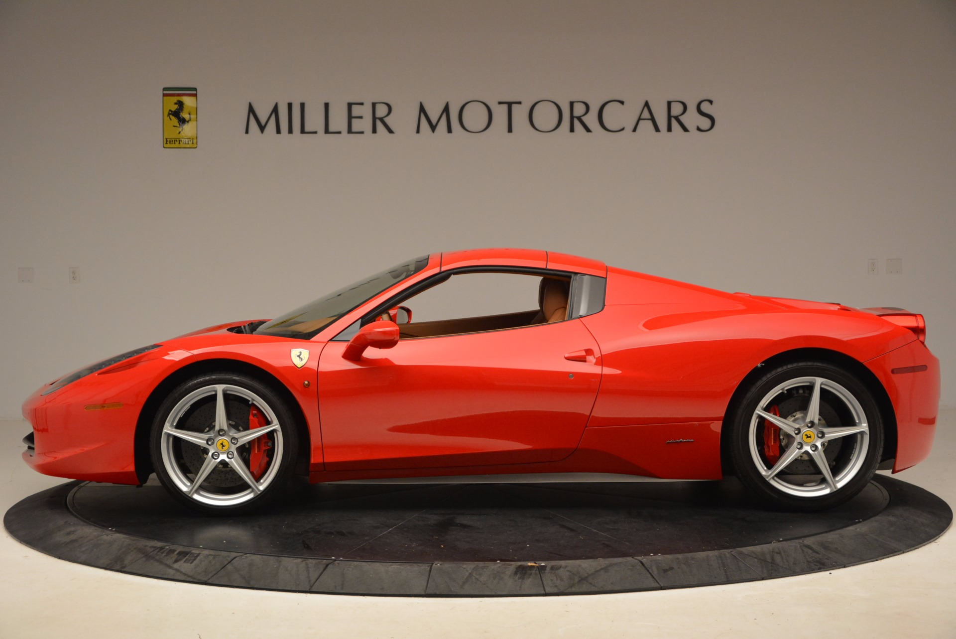 Used 2012 Ferrari 458 Spider  For Sale In Greenwich, CT 1581_p15