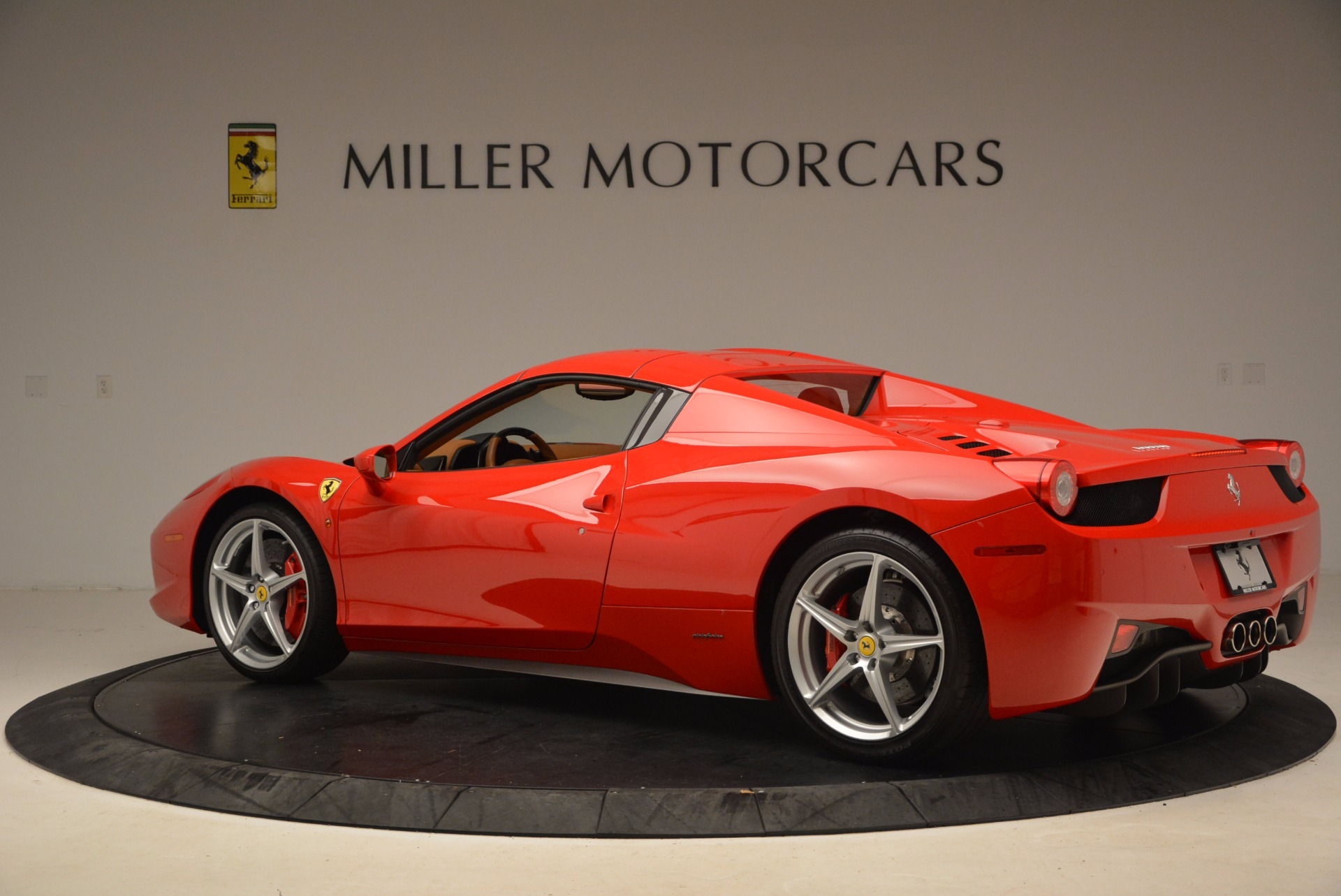 Used 2012 Ferrari 458 Spider  For Sale In Greenwich, CT 1581_p16