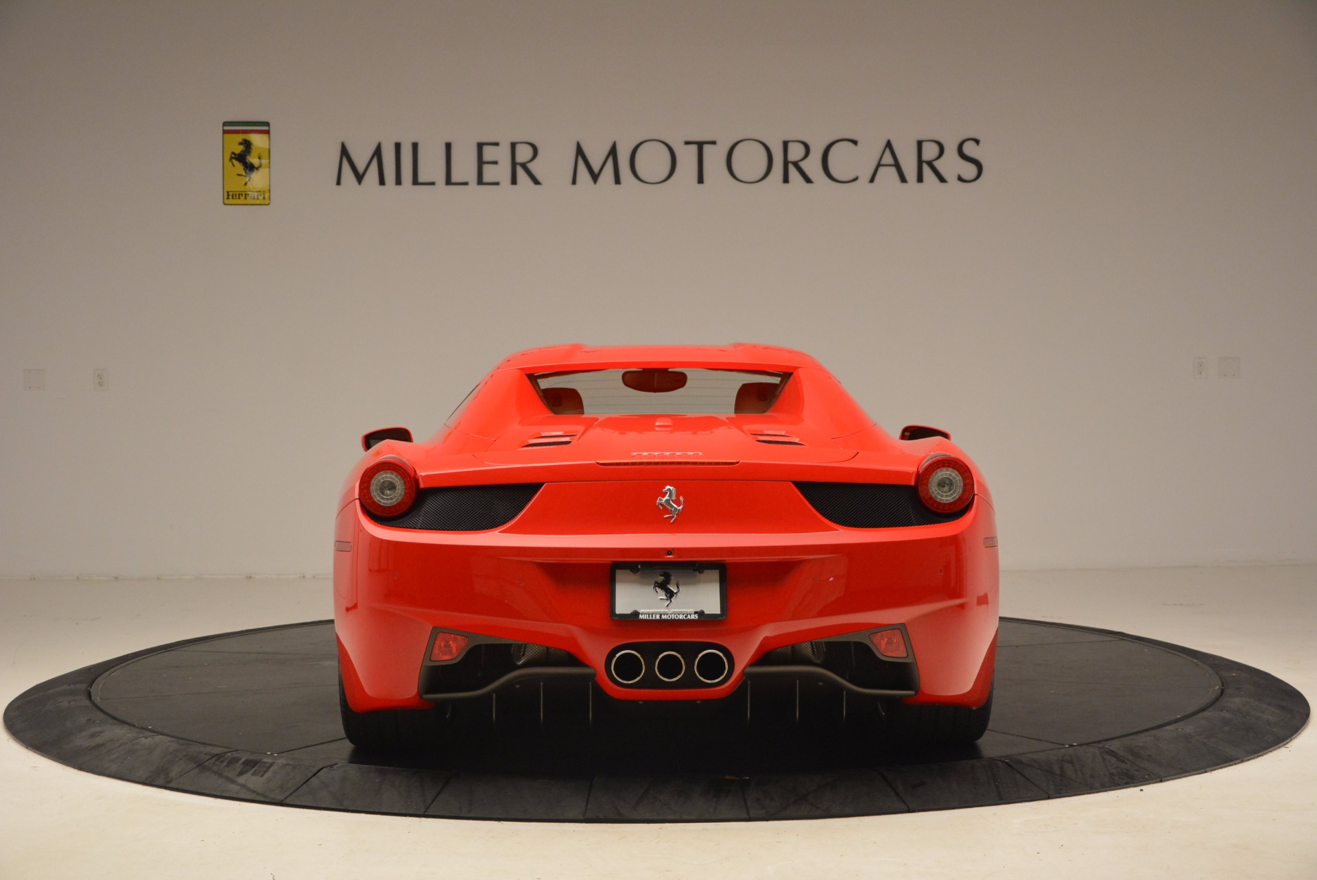 Used 2012 Ferrari 458 Spider  For Sale In Greenwich, CT 1581_p18