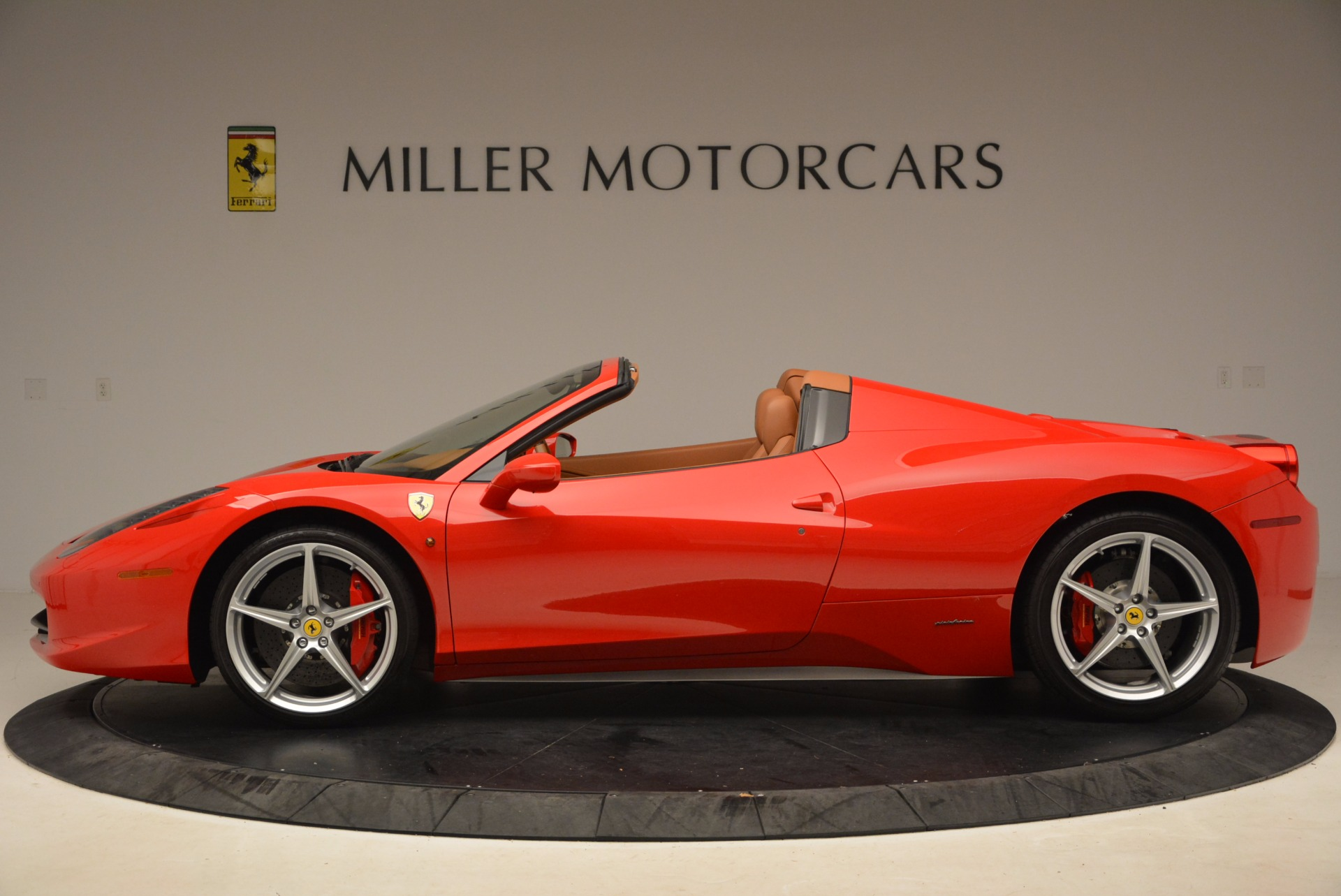 Used 2012 Ferrari 458 Spider  For Sale In Greenwich, CT 1581_p3