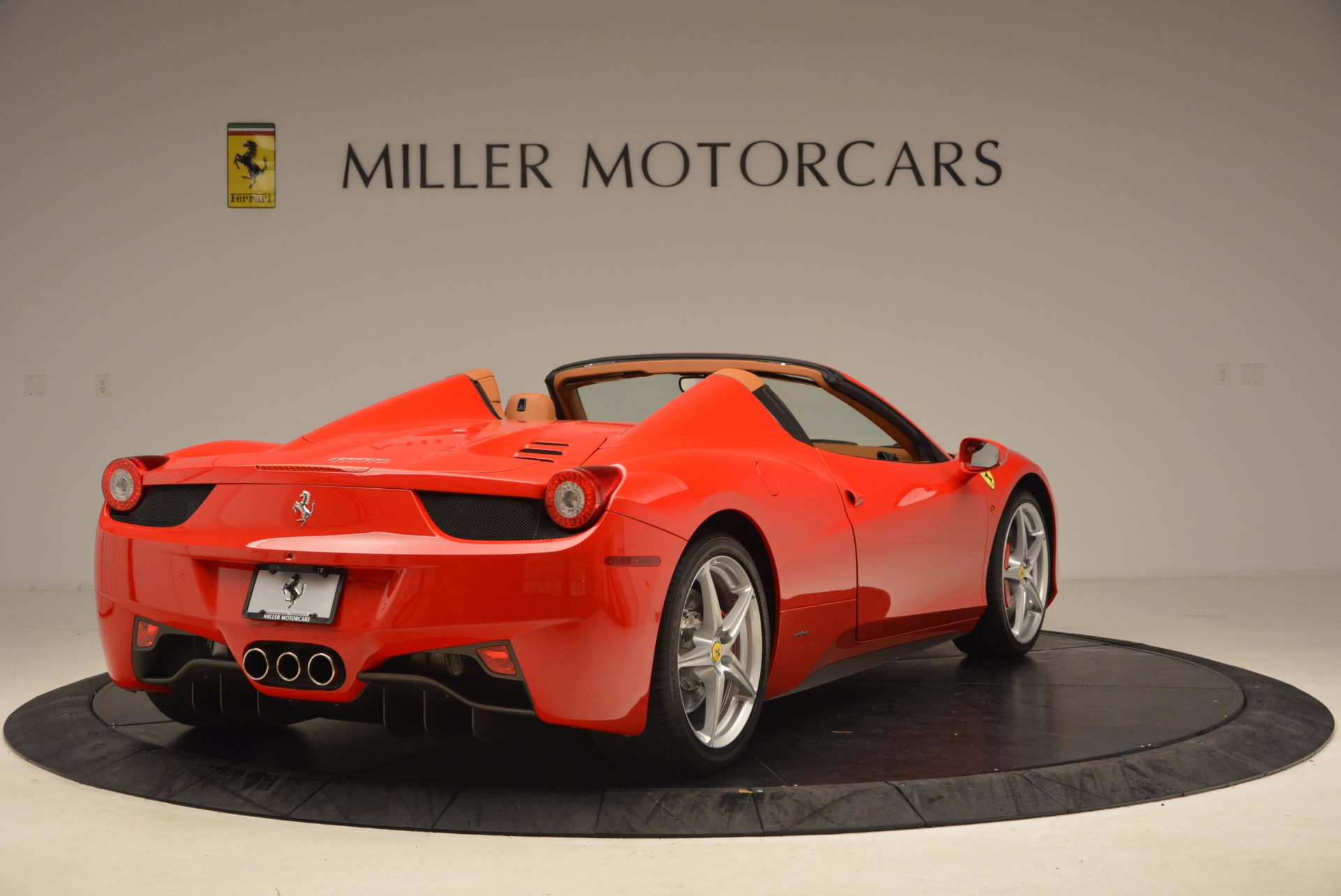 Used 2012 Ferrari 458 Spider  For Sale In Greenwich, CT 1581_p7