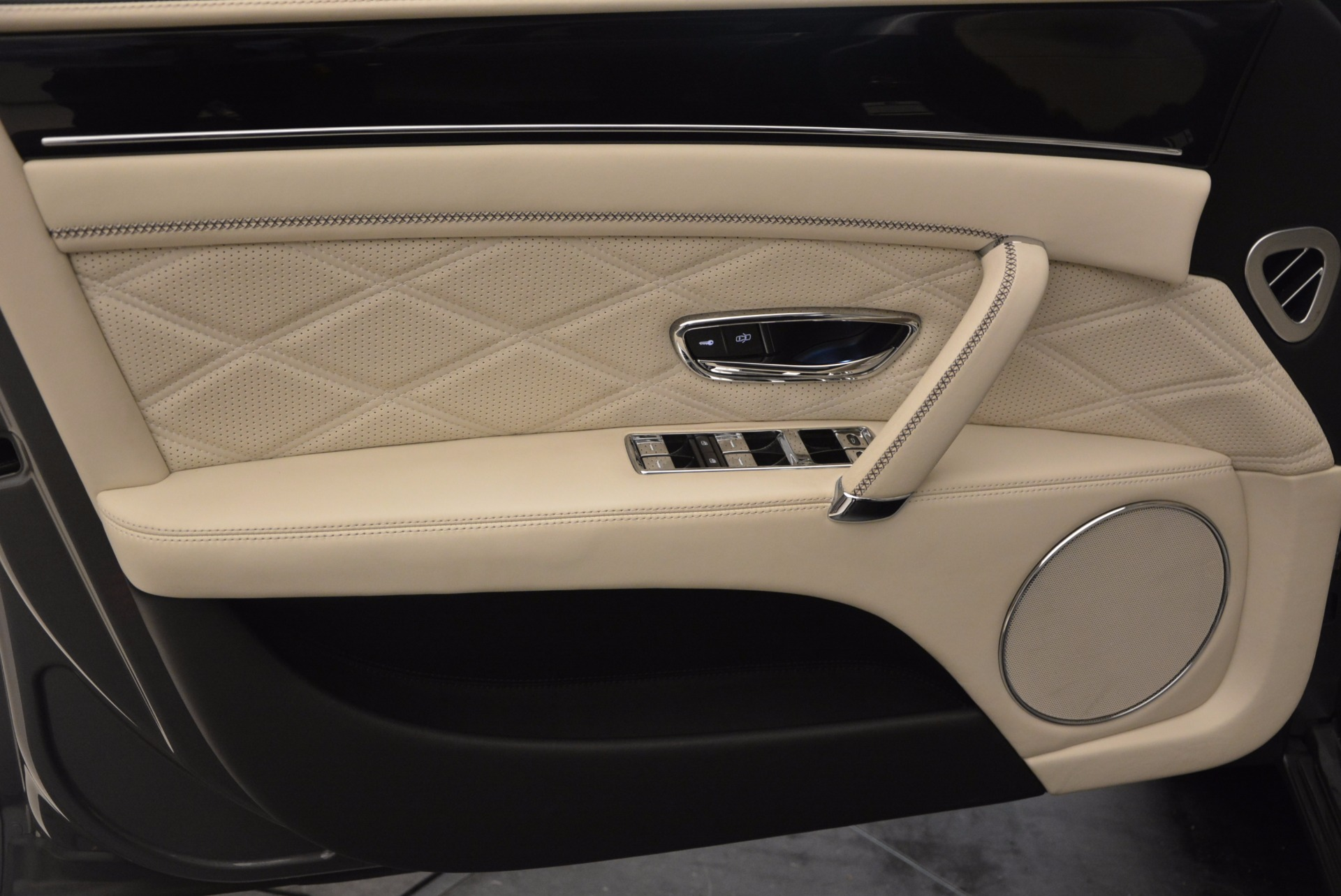 Used 2015 Bentley Flying Spur W12 For Sale In Greenwich, CT 1582_p21