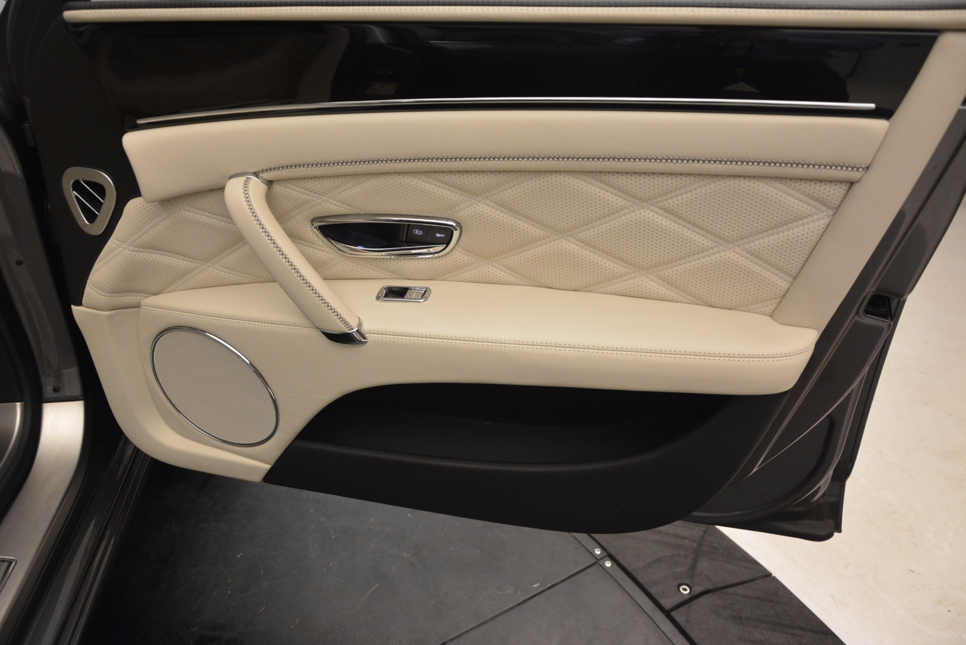 Used 2015 Bentley Flying Spur W12 For Sale In Greenwich, CT 1582_p38