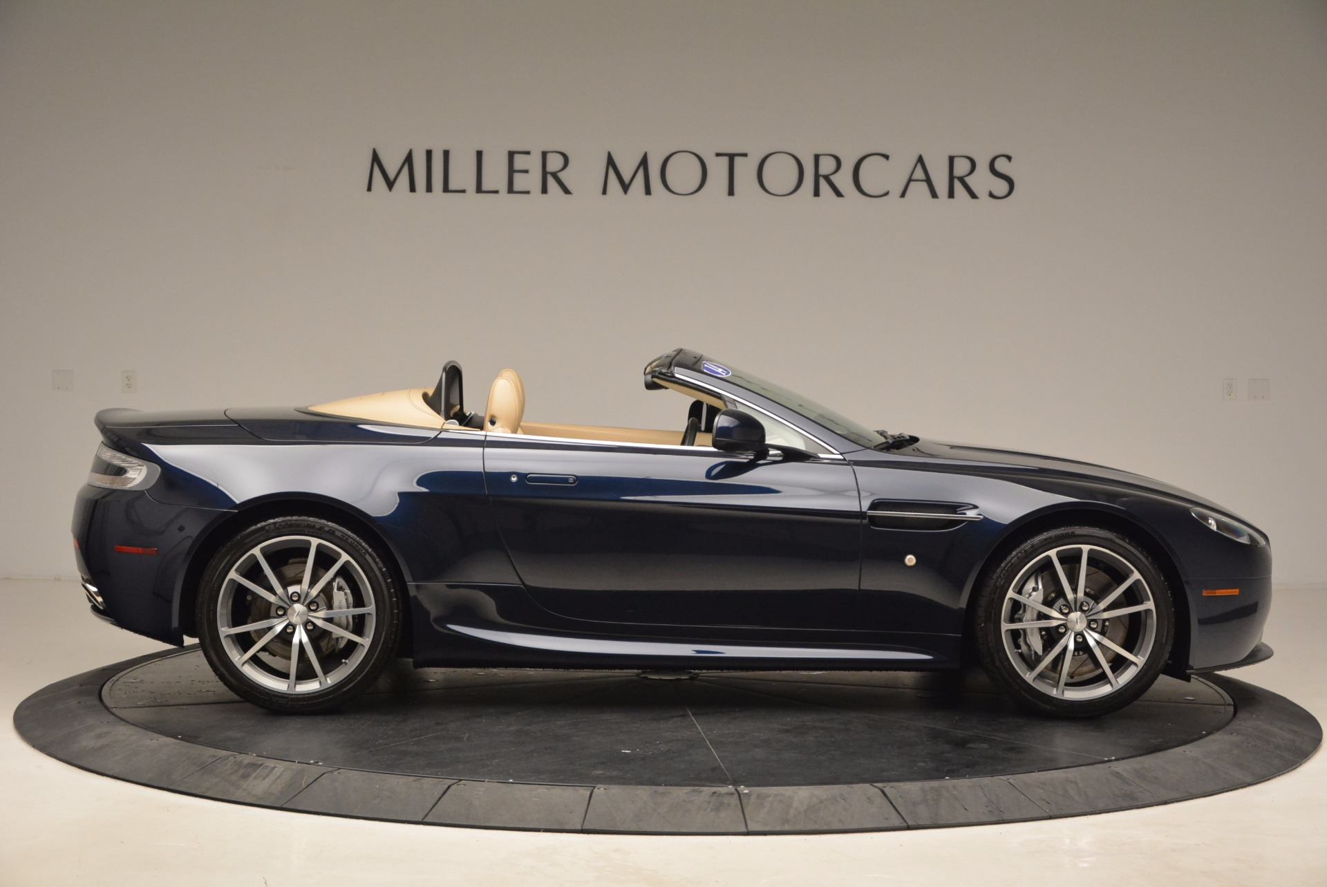 Used 2014 Aston Martin V8 Vantage Roadster For Sale In Greenwich, CT 1623_p9
