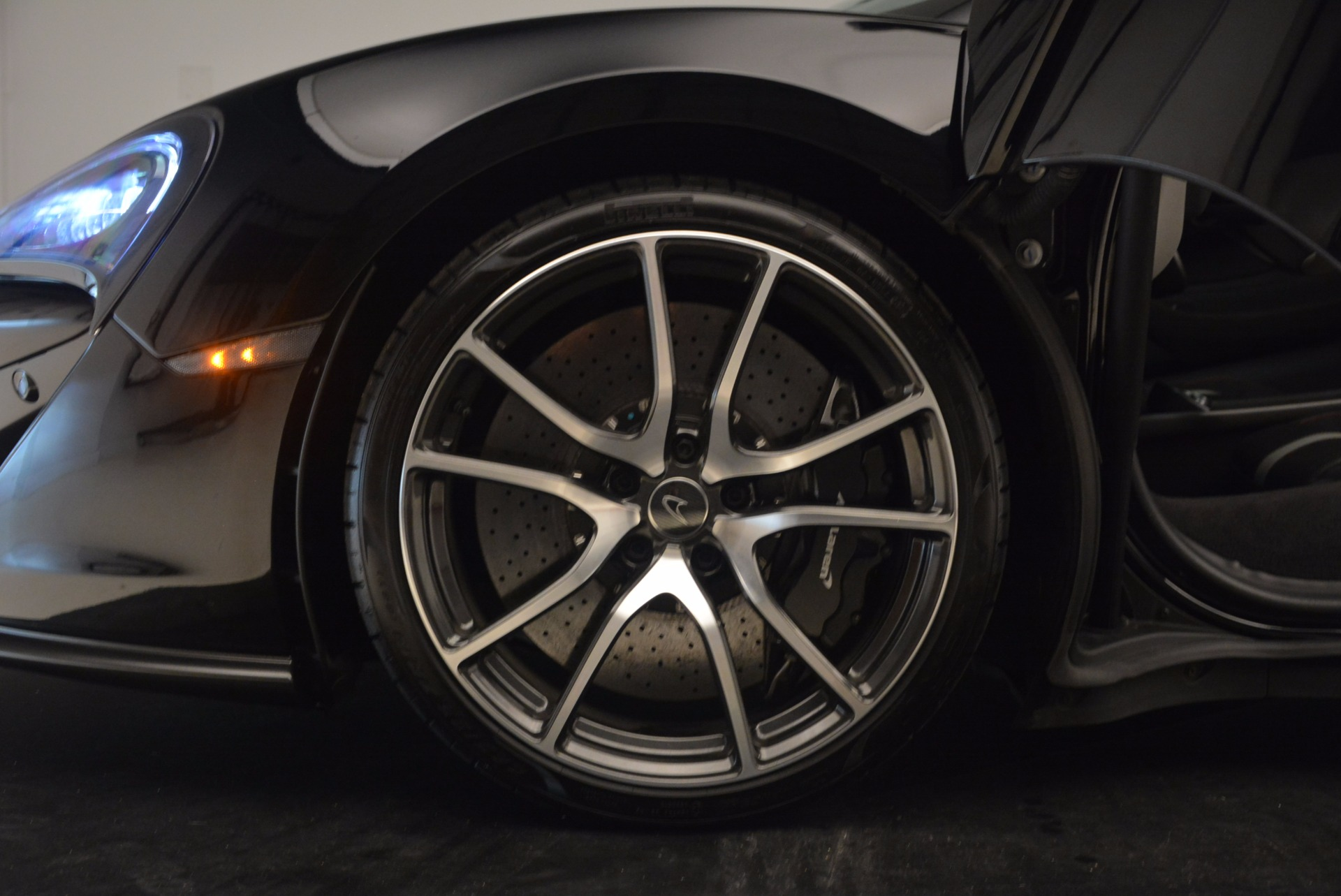 Used 2016 McLaren 570S  For Sale In Greenwich, CT 1645_p14