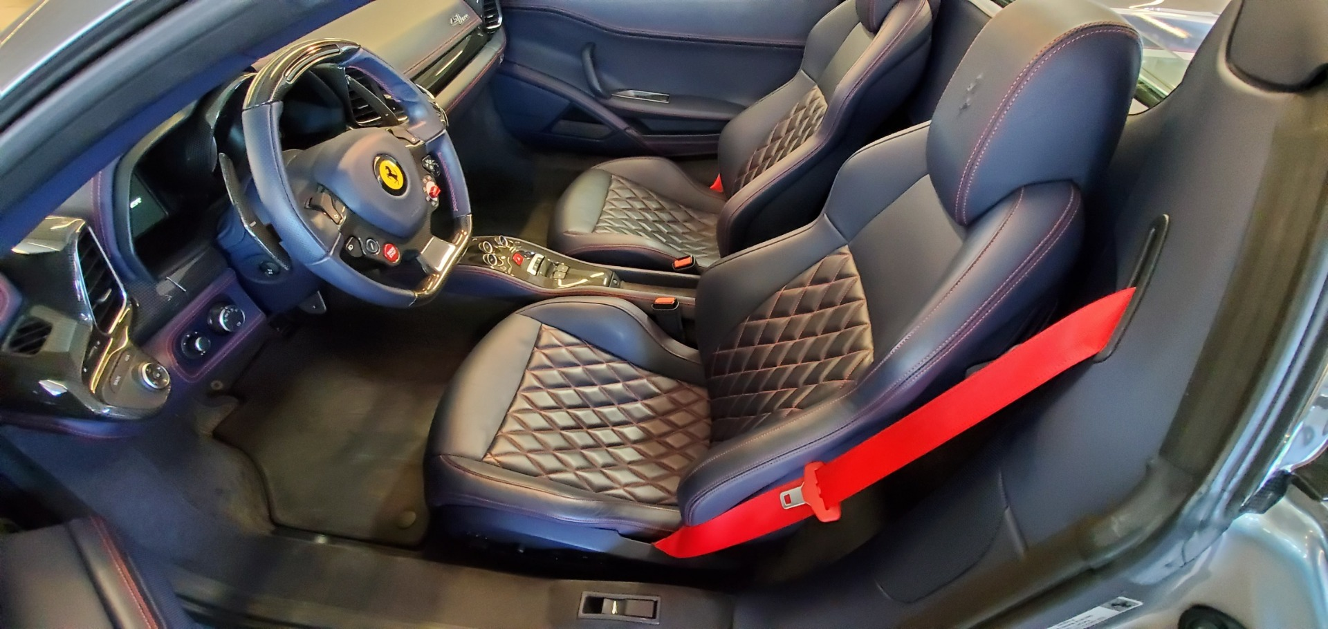 Used 2015 Ferrari 458 Spider  For Sale In Greenwich, CT 1667_p20