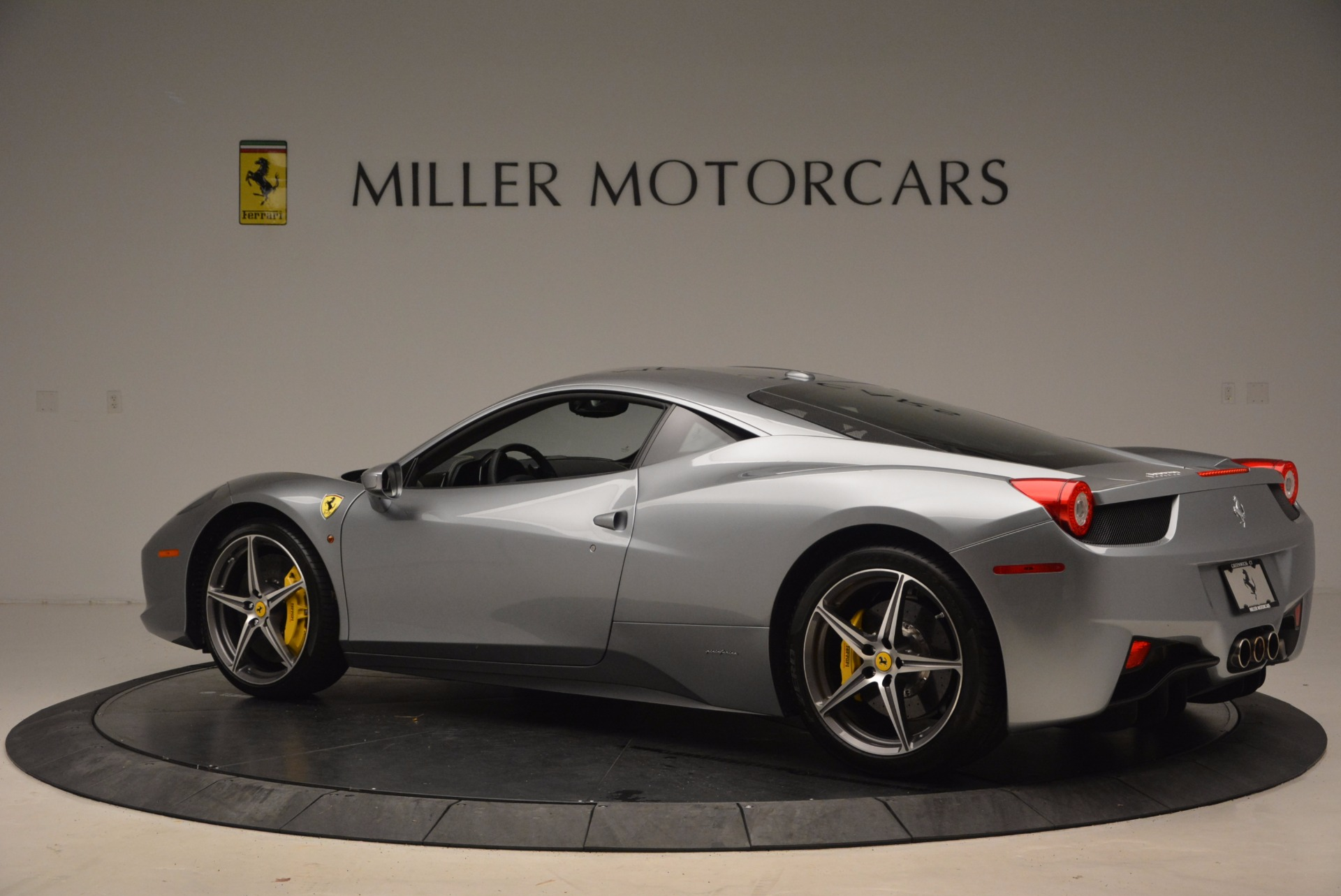 Used 2014 Ferrari 458 Italia  For Sale In Greenwich, CT 1669_p4