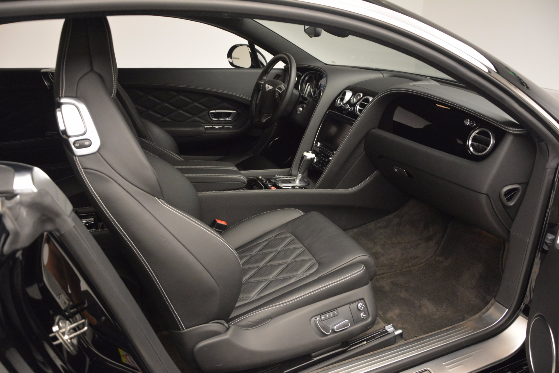 Used 2012 Bentley Continental GT W12 For Sale In Greenwich, CT 1717_p29