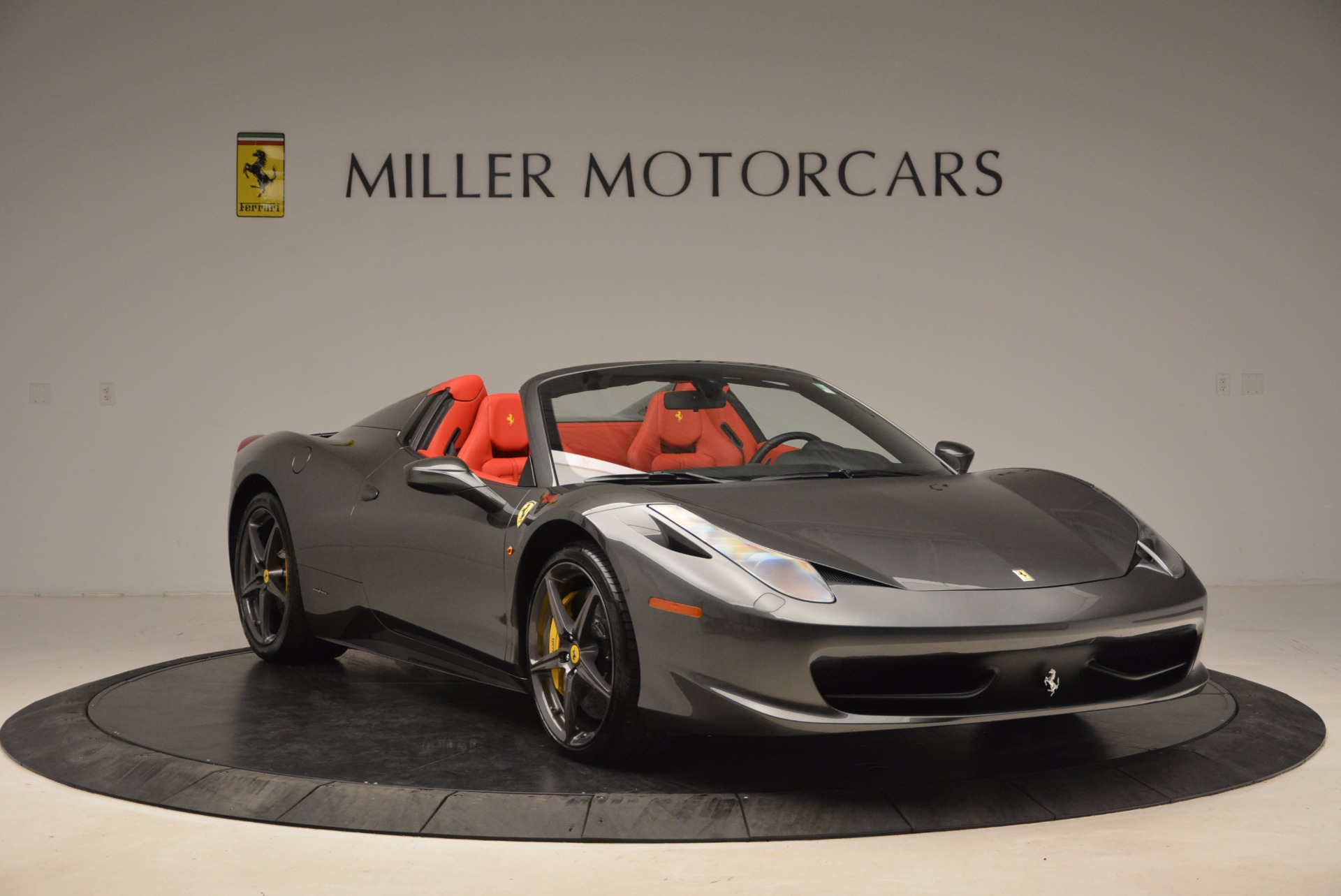 Used 2014 Ferrari 458 Spider  For Sale In Greenwich, CT 1734_p11