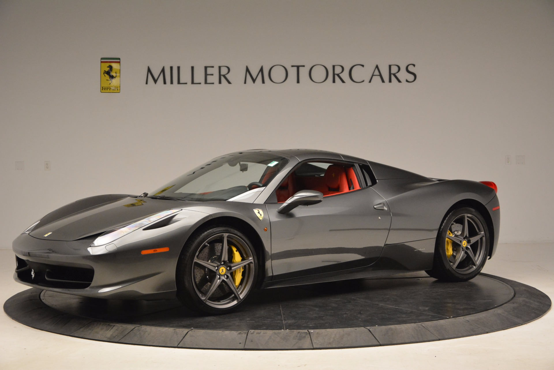 Used 2014 Ferrari 458 Spider  For Sale In Greenwich, CT 1734_p14