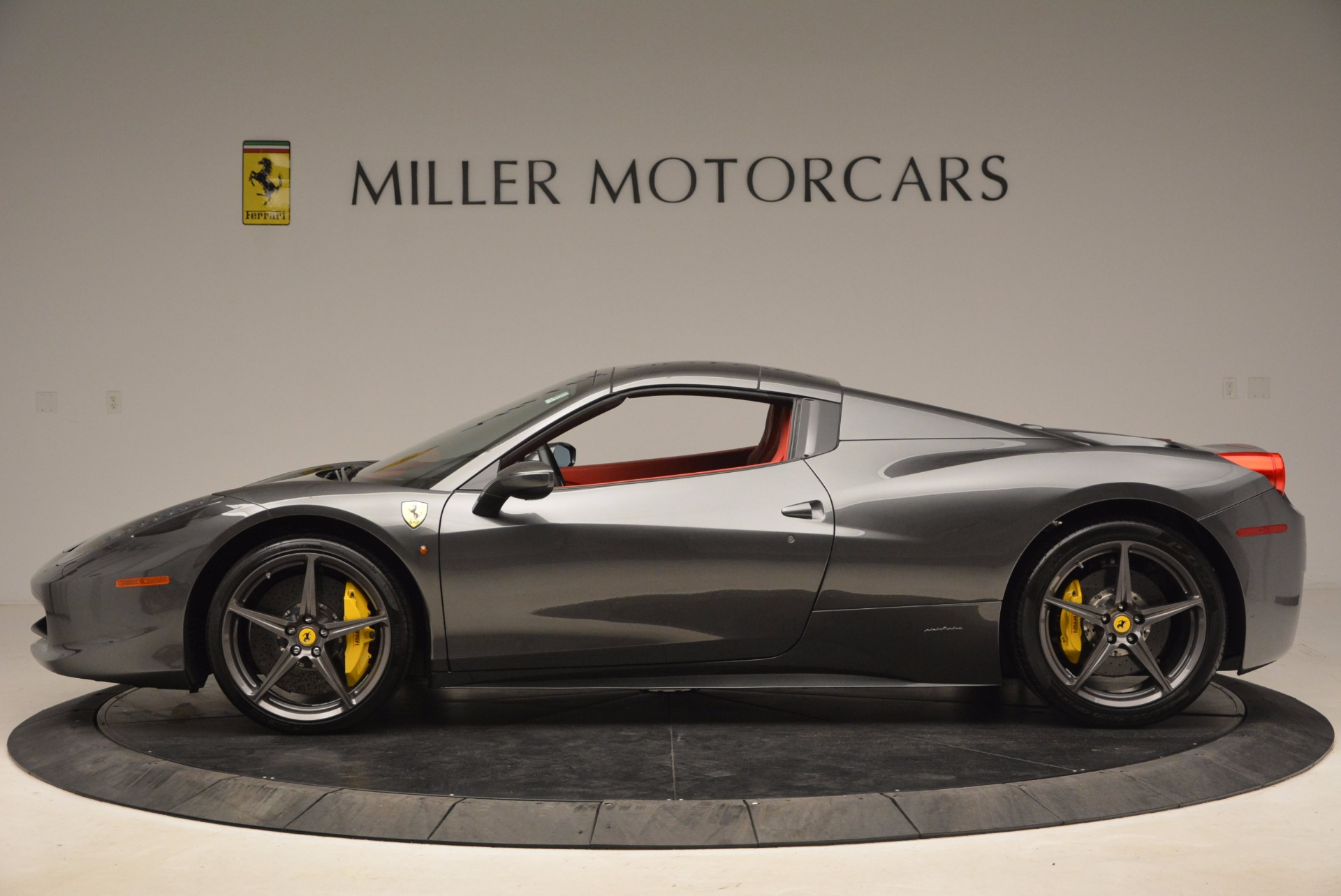 Used 2014 Ferrari 458 Spider  For Sale In Greenwich, CT 1734_p15