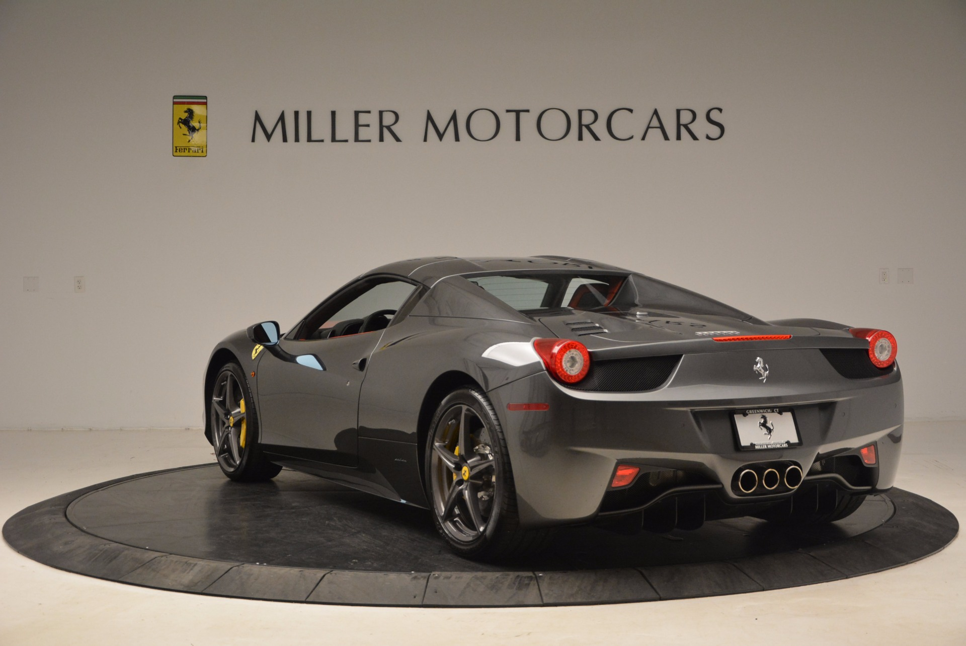 Used 2014 Ferrari 458 Spider  For Sale In Greenwich, CT 1734_p17