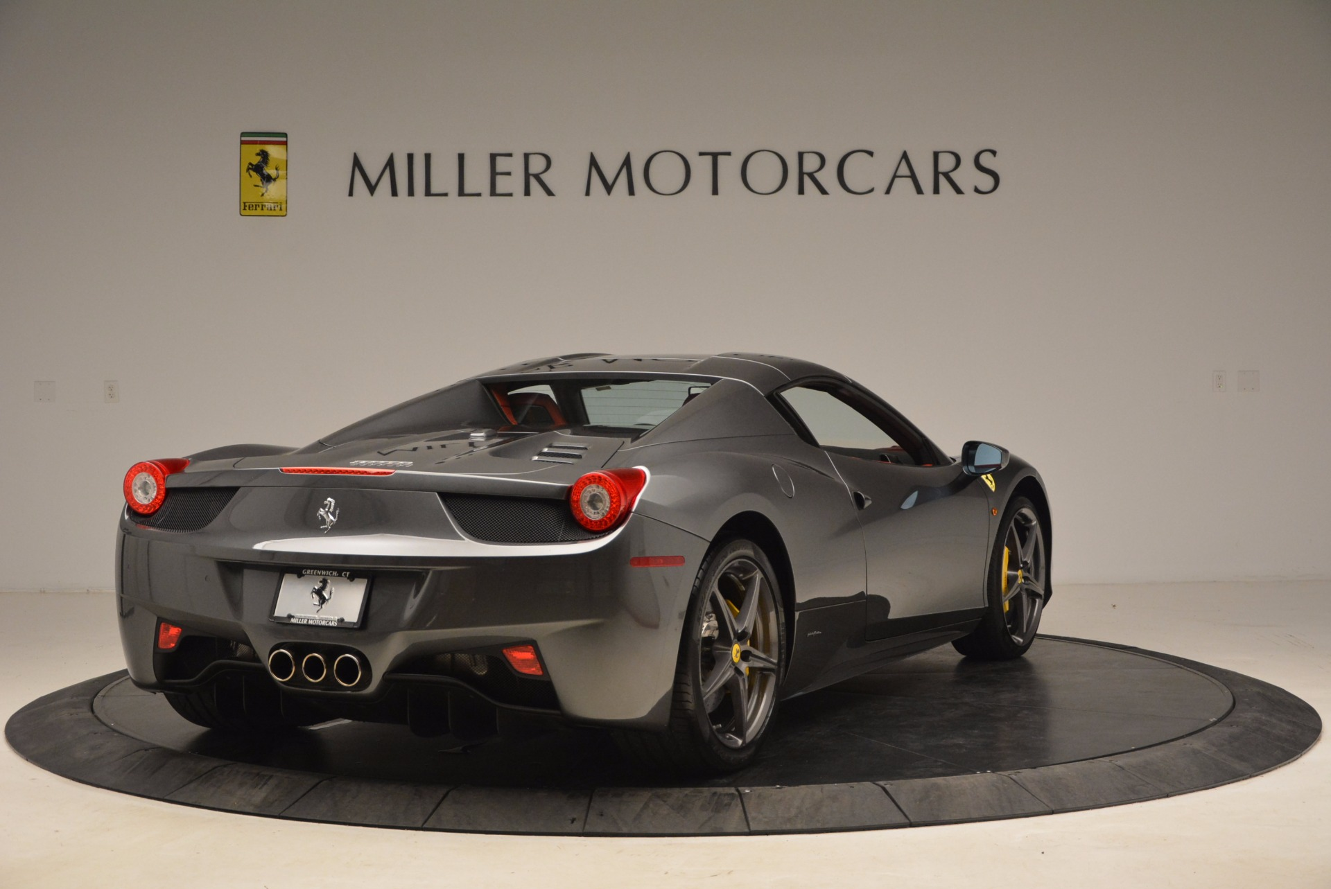 Used 2014 Ferrari 458 Spider  For Sale In Greenwich, CT 1734_p19