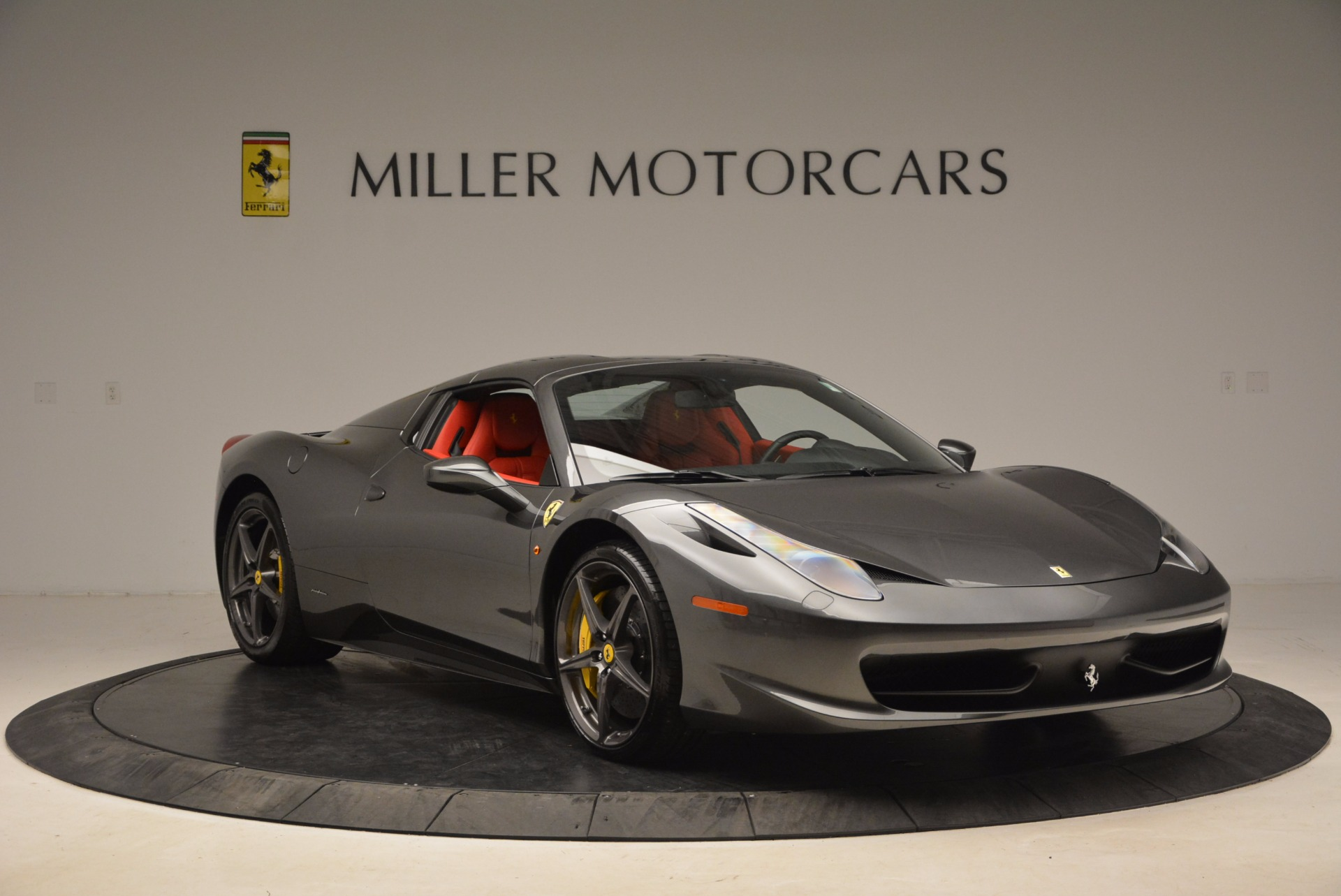 Used 2014 Ferrari 458 Spider  For Sale In Greenwich, CT 1734_p23
