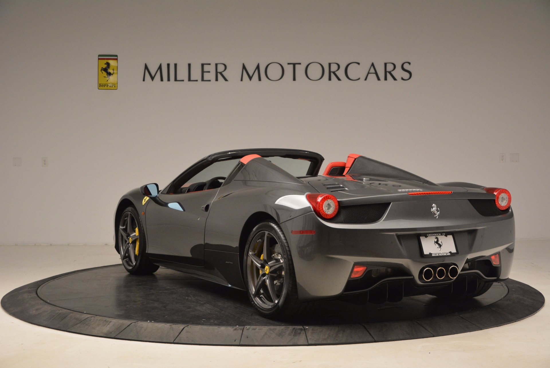 Used 2014 Ferrari 458 Spider  For Sale In Greenwich, CT 1734_p5