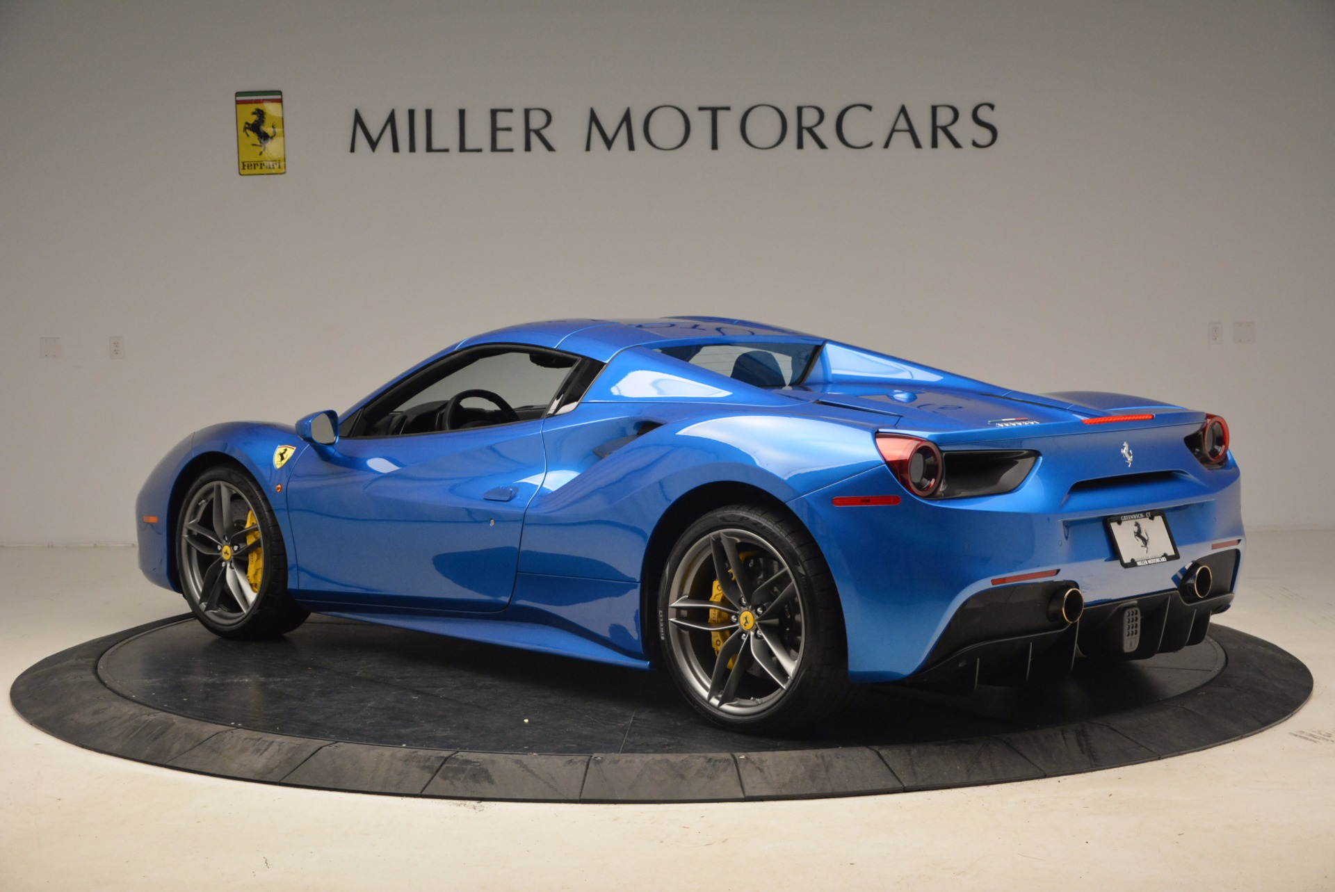 Used 2017 Ferrari 488 Spider  For Sale In Greenwich, CT 1791_p15