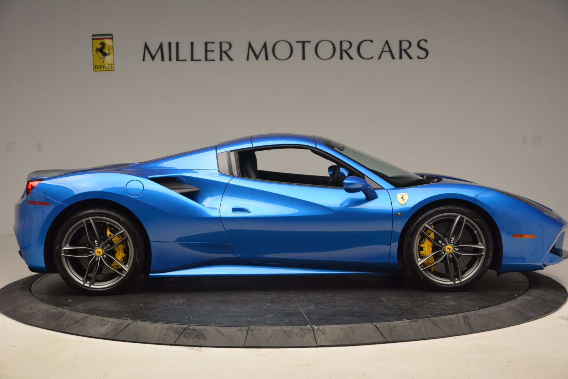 Used 2017 Ferrari 488 Spider  For Sale In Greenwich, CT 1791_p18