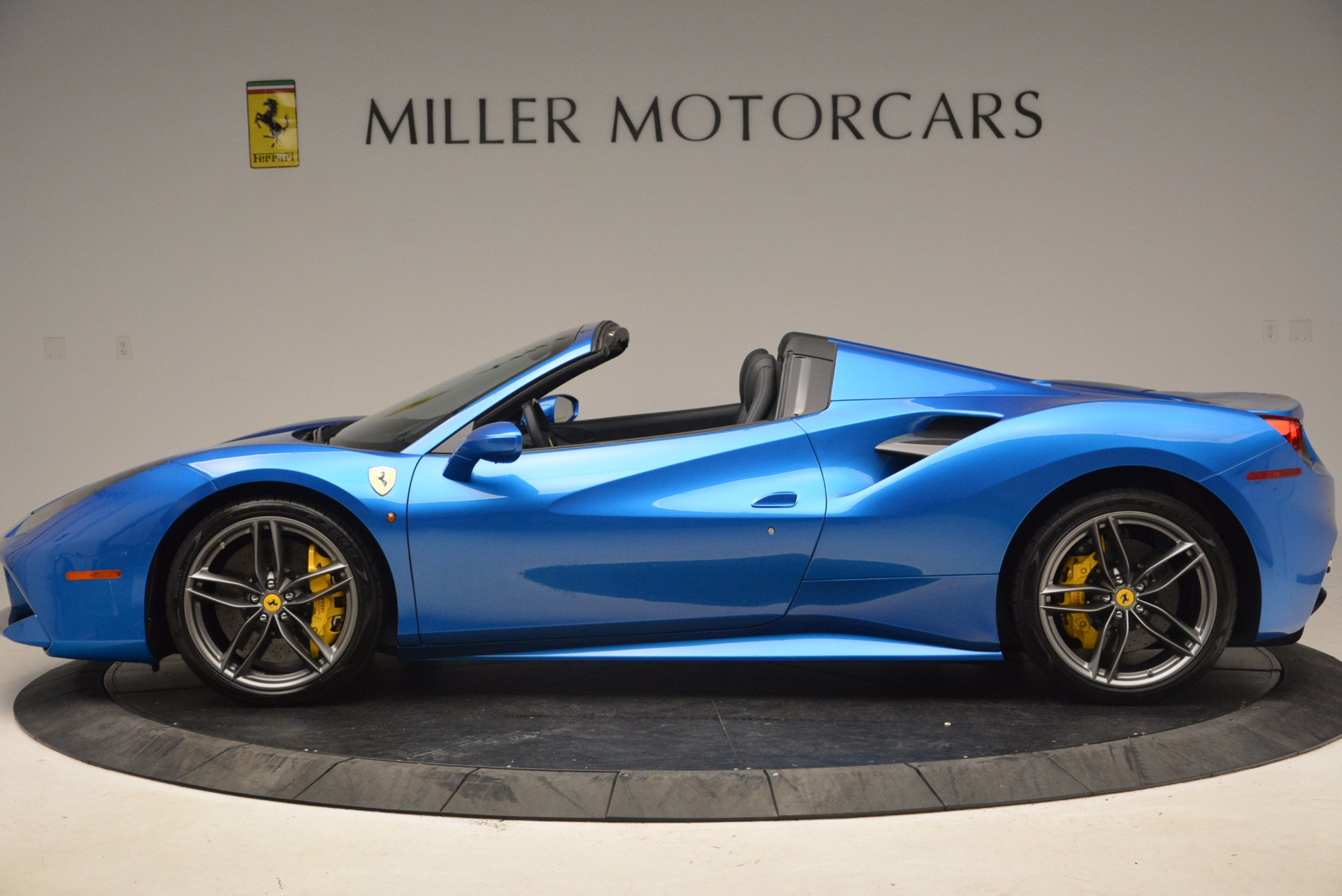 Used 2017 Ferrari 488 Spider  For Sale In Greenwich, CT 1791_p3