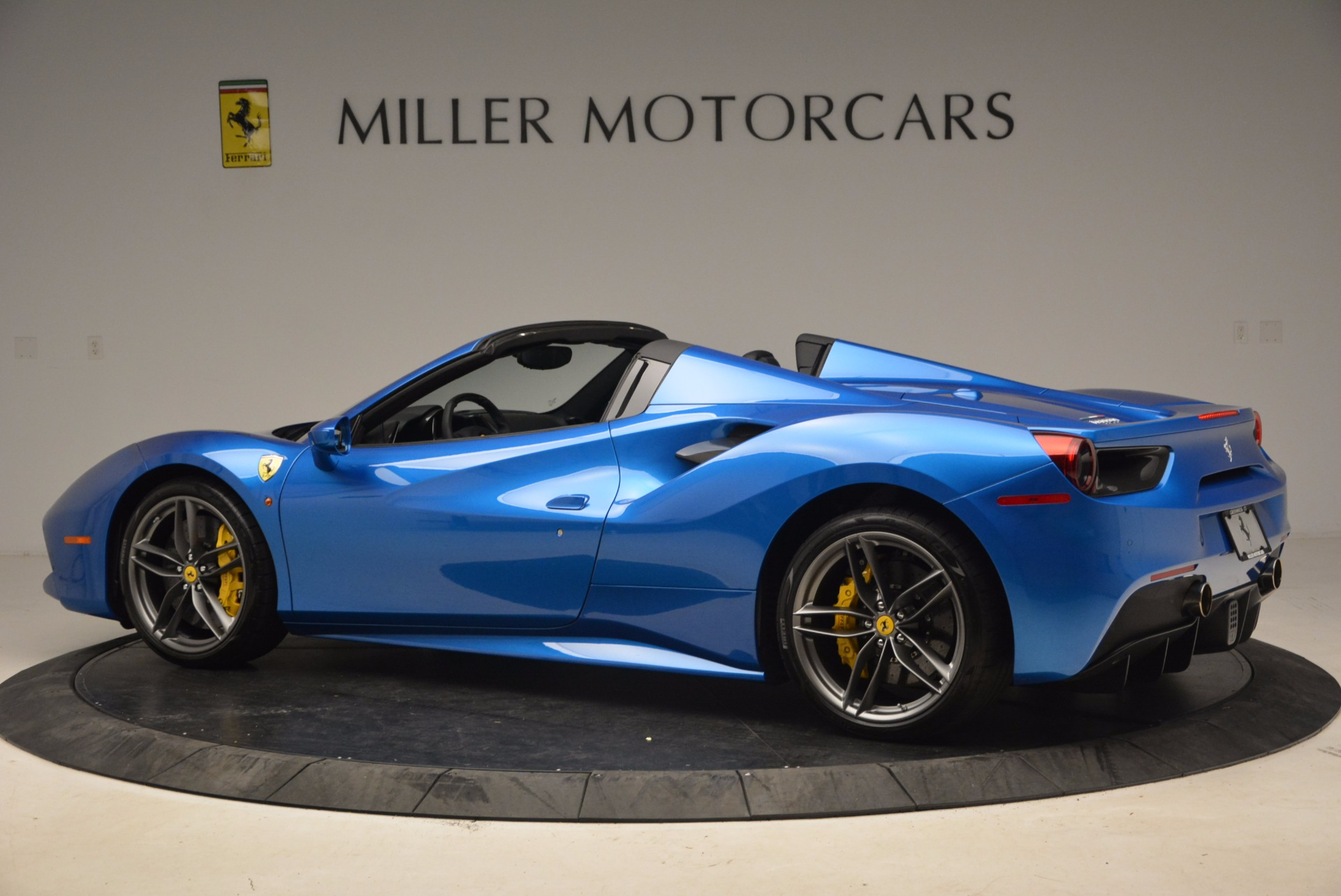 Used 2017 Ferrari 488 Spider  For Sale In Greenwich, CT 1791_p4