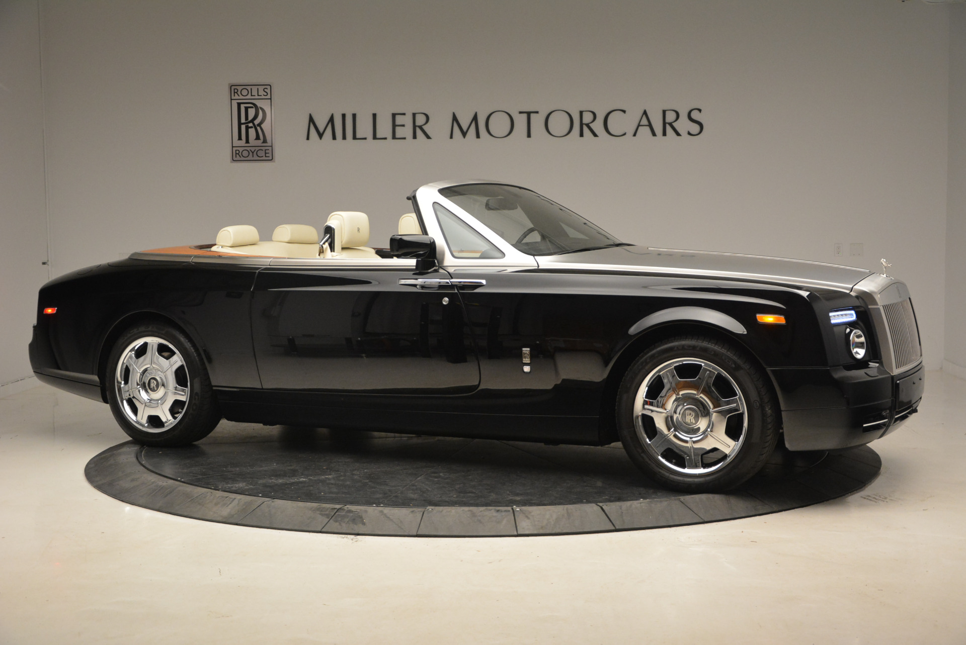 Used 2009 Rolls-Royce Phantom Drophead Coupe  For Sale In Greenwich, CT 1792_p11