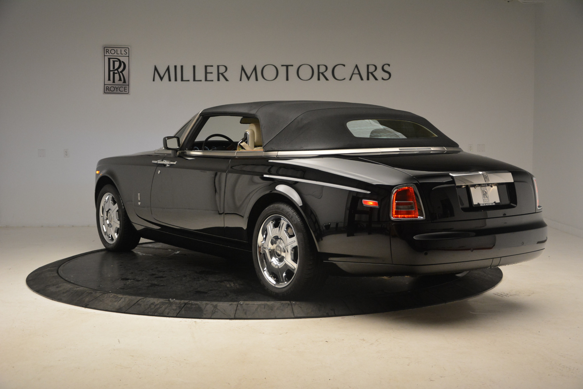 Used 2009 Rolls-Royce Phantom Drophead Coupe  For Sale In Greenwich, CT 1792_p17