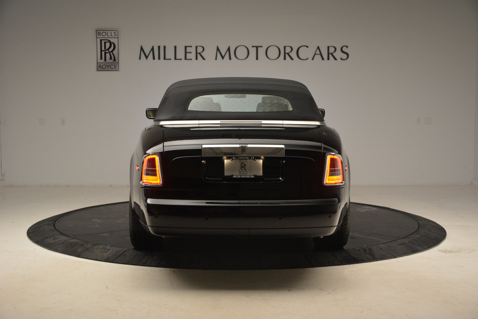 Used 2009 Rolls-Royce Phantom Drophead Coupe  For Sale In Greenwich, CT 1792_p18