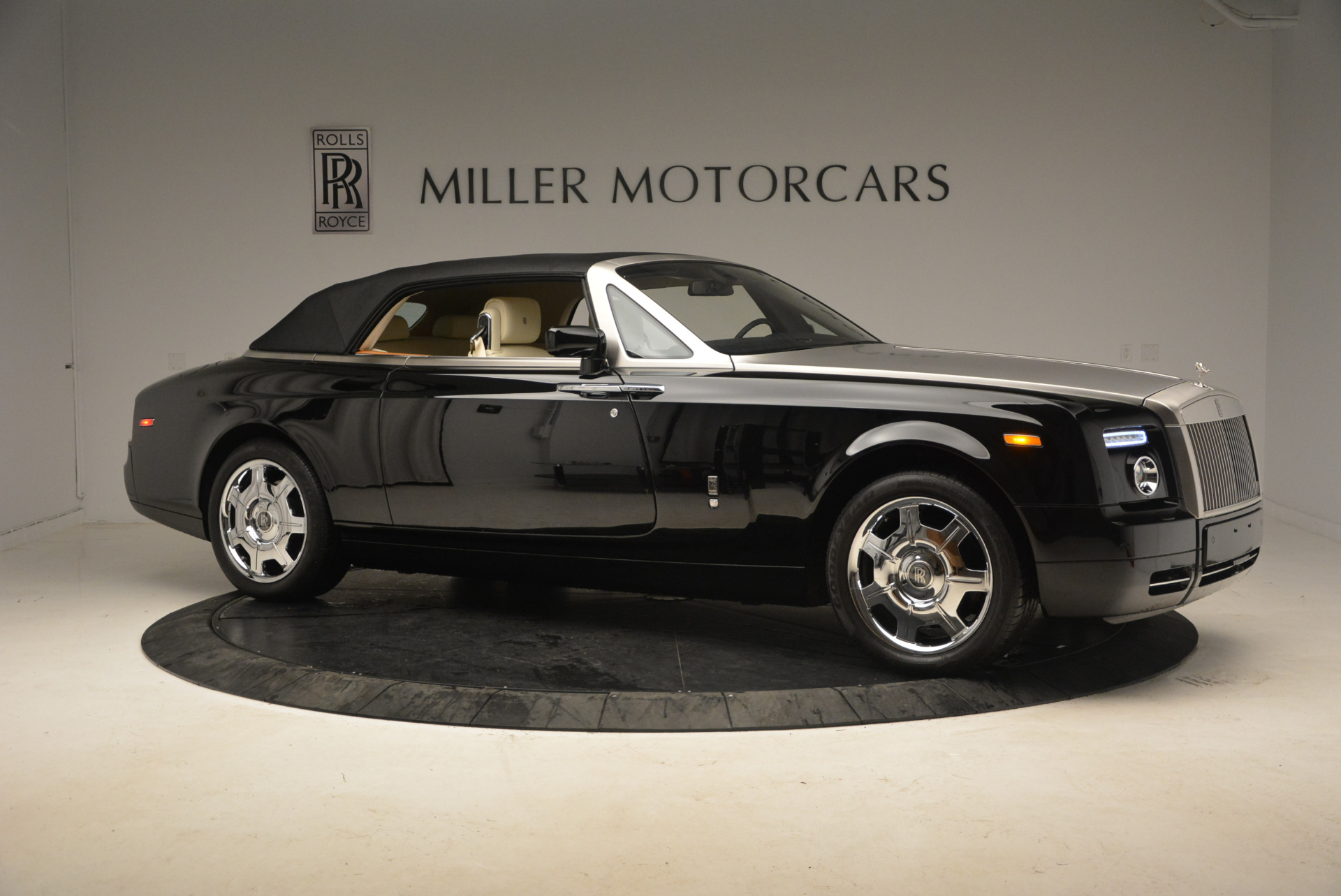 Used 2009 Rolls-Royce Phantom Drophead Coupe  For Sale In Greenwich, CT 1792_p22