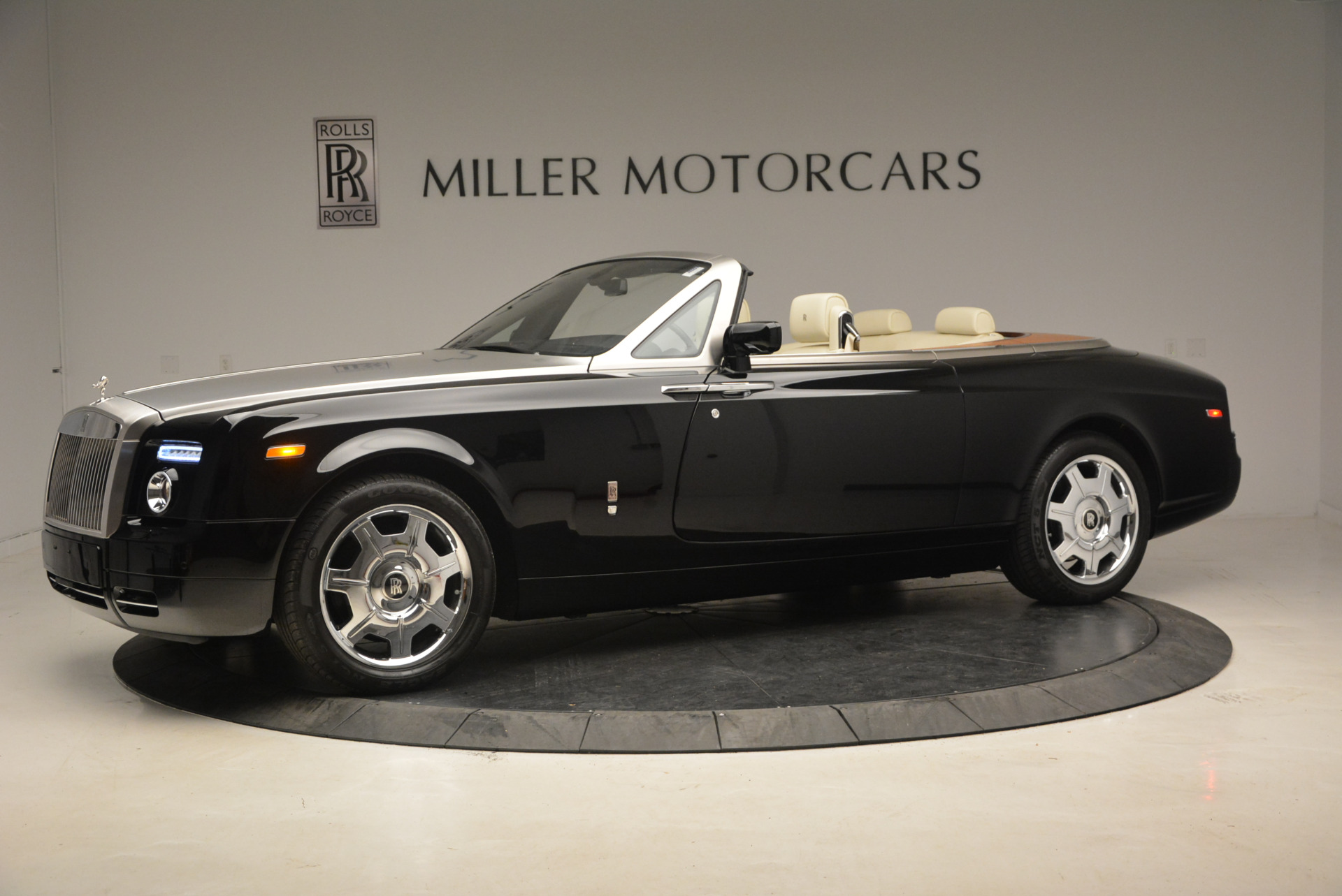 Used 2009 Rolls-Royce Phantom Drophead Coupe  For Sale In Greenwich, CT 1792_p2
