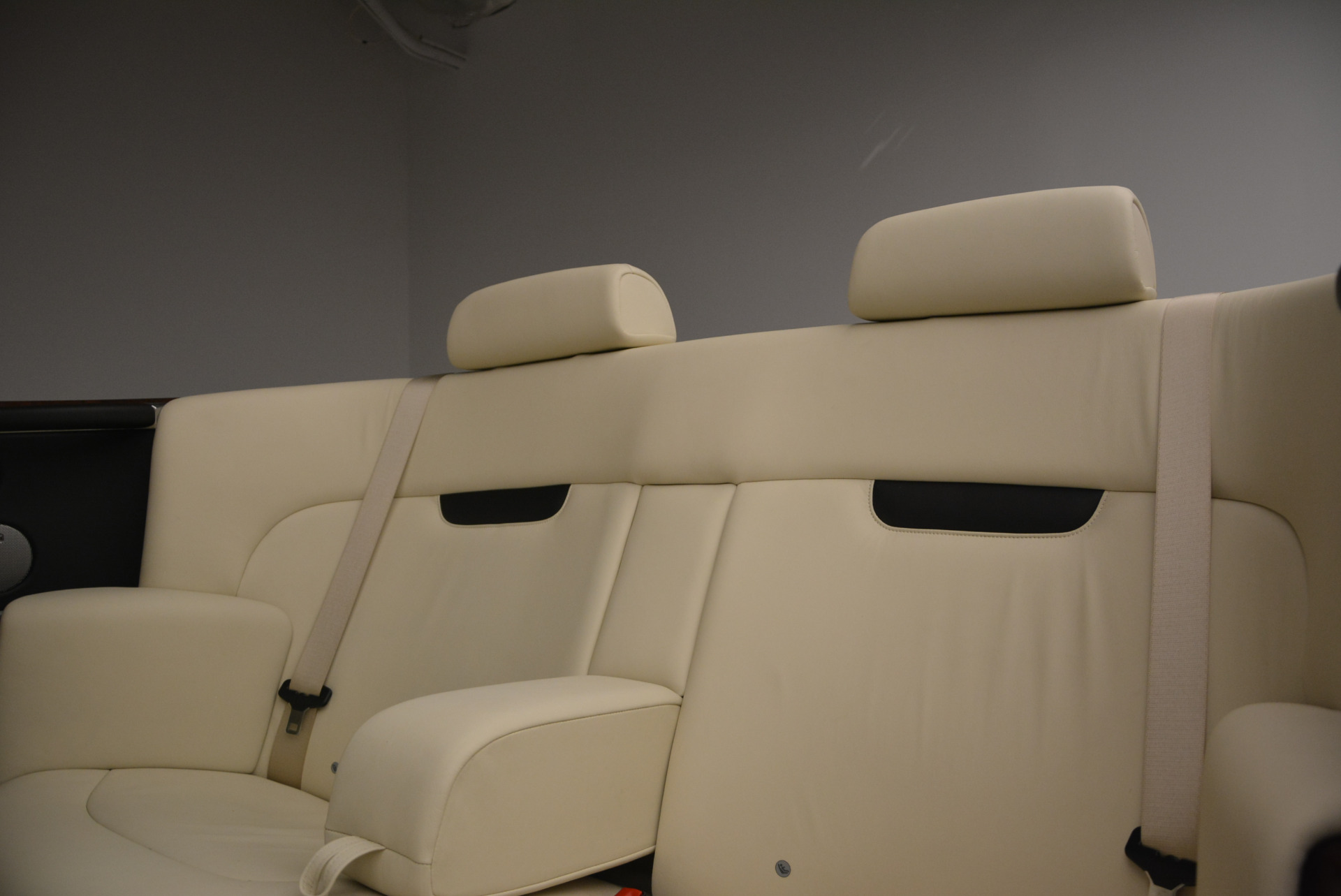Used 2009 Rolls-Royce Phantom Drophead Coupe  For Sale In Greenwich, CT 1792_p35